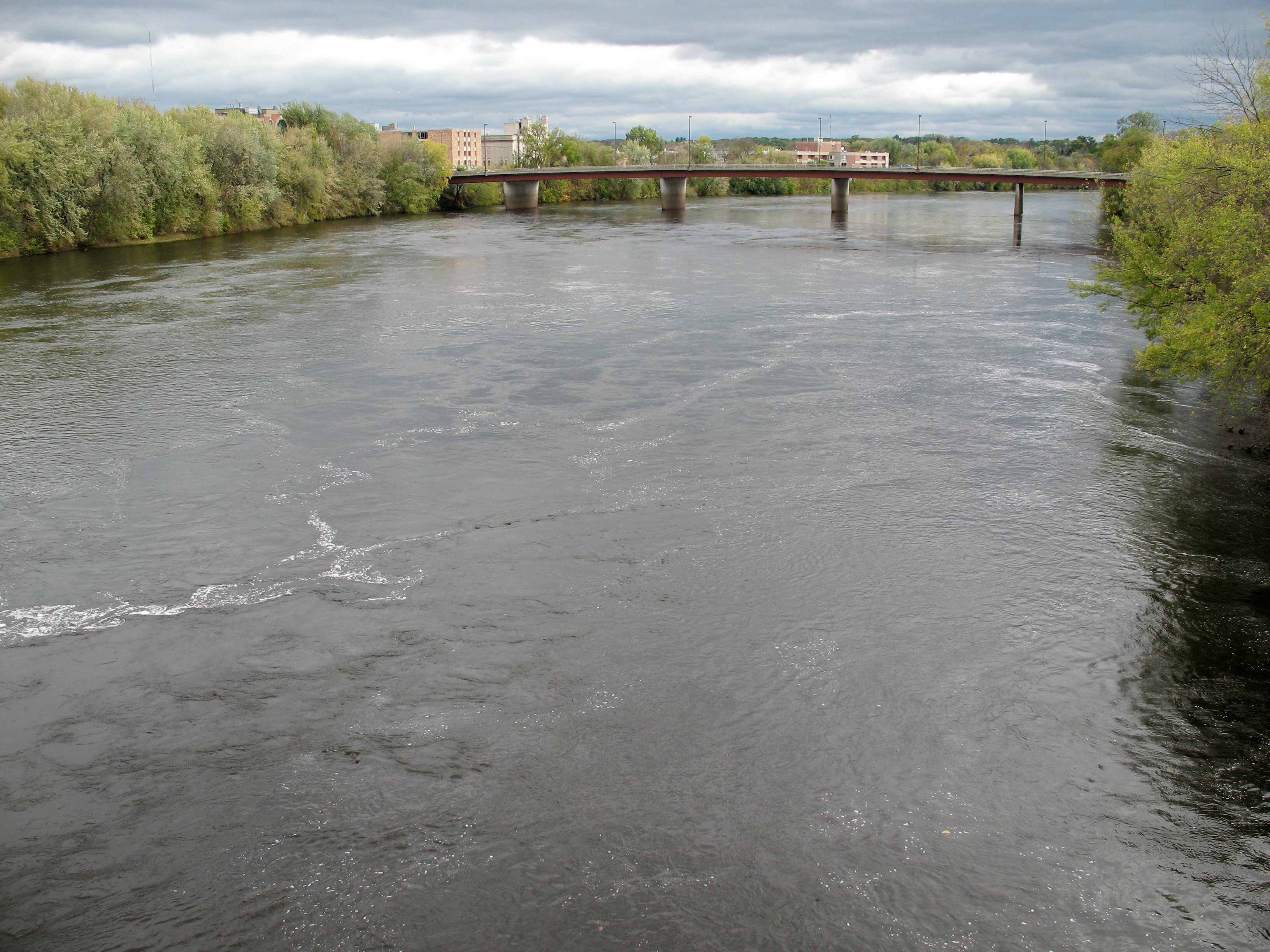 Description Chippewa River Eau Claire Wisconsin.jpg