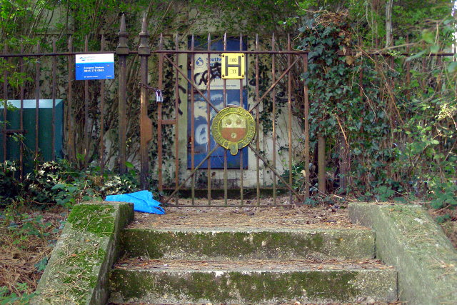 Covered reservoir gate, Southampton Common - geograph.org.uk - 982987