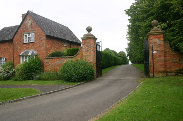 Cross Bucks Way by Hillesden Church - geograph.org.uk - 716269