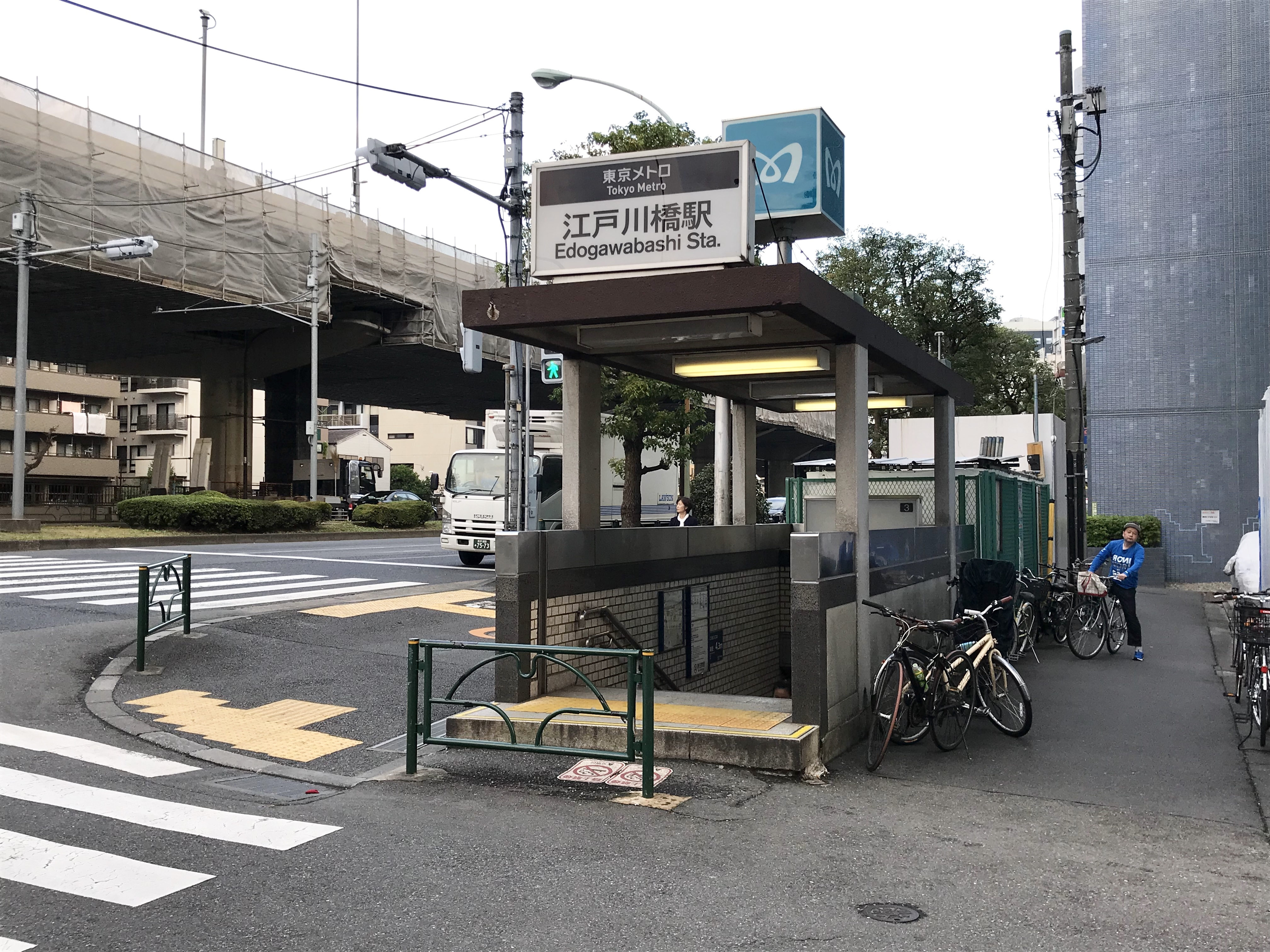https://upload.wikimedia.org/wikipedia/commons/f/f2/Edogawabashi-Station-Exit3.jpg