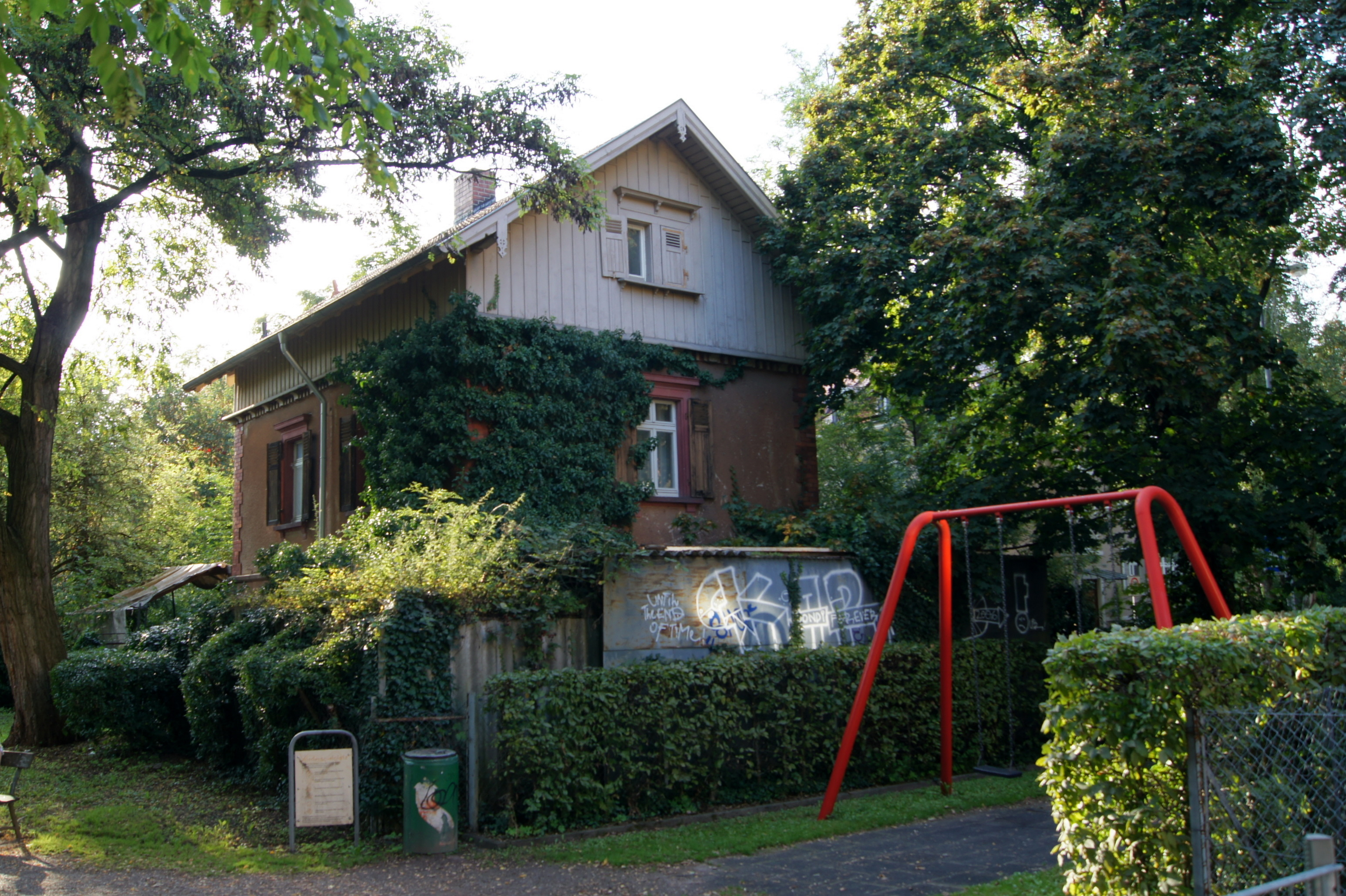 Ehemaliges Bahnwärterhaus an der Ecke Lorettostraße Goethestraße