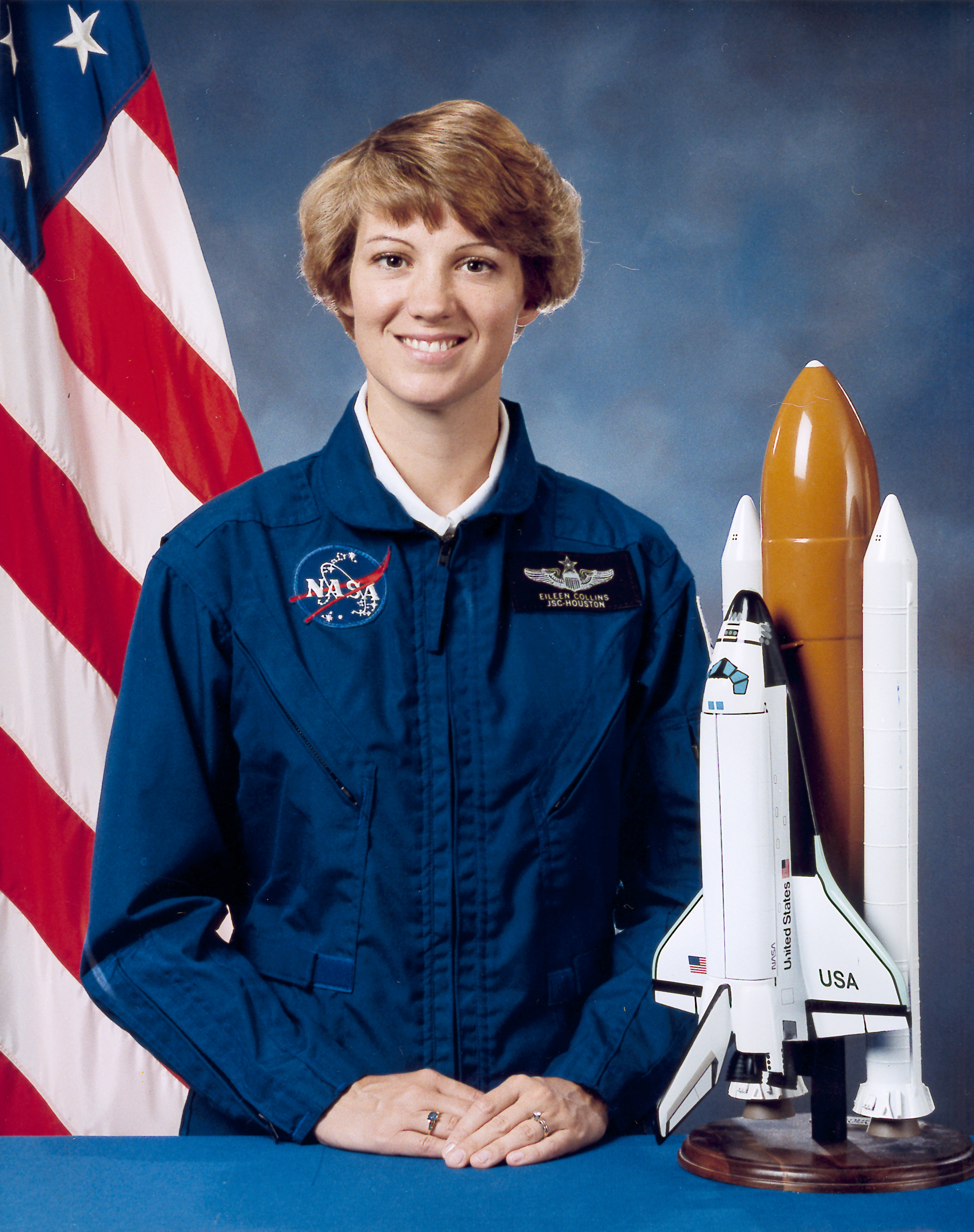 a history of eileen collins a nasa astronaut Nasa astronaut eileen collins reveals encouraging perspective and insight on the leadership skills needed to break barriers and become a successful pioneer in your field one of america's most admired women, col collins became the first female to pilot a us spacecraft with the discovery shuttle flight in 1995, and the first female commander on.