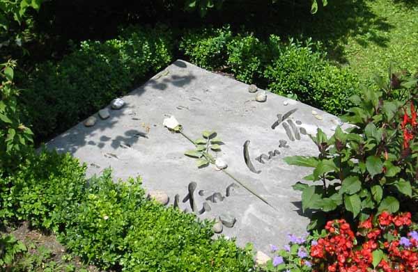 Могила Канетти на кладбище в Цюрихе