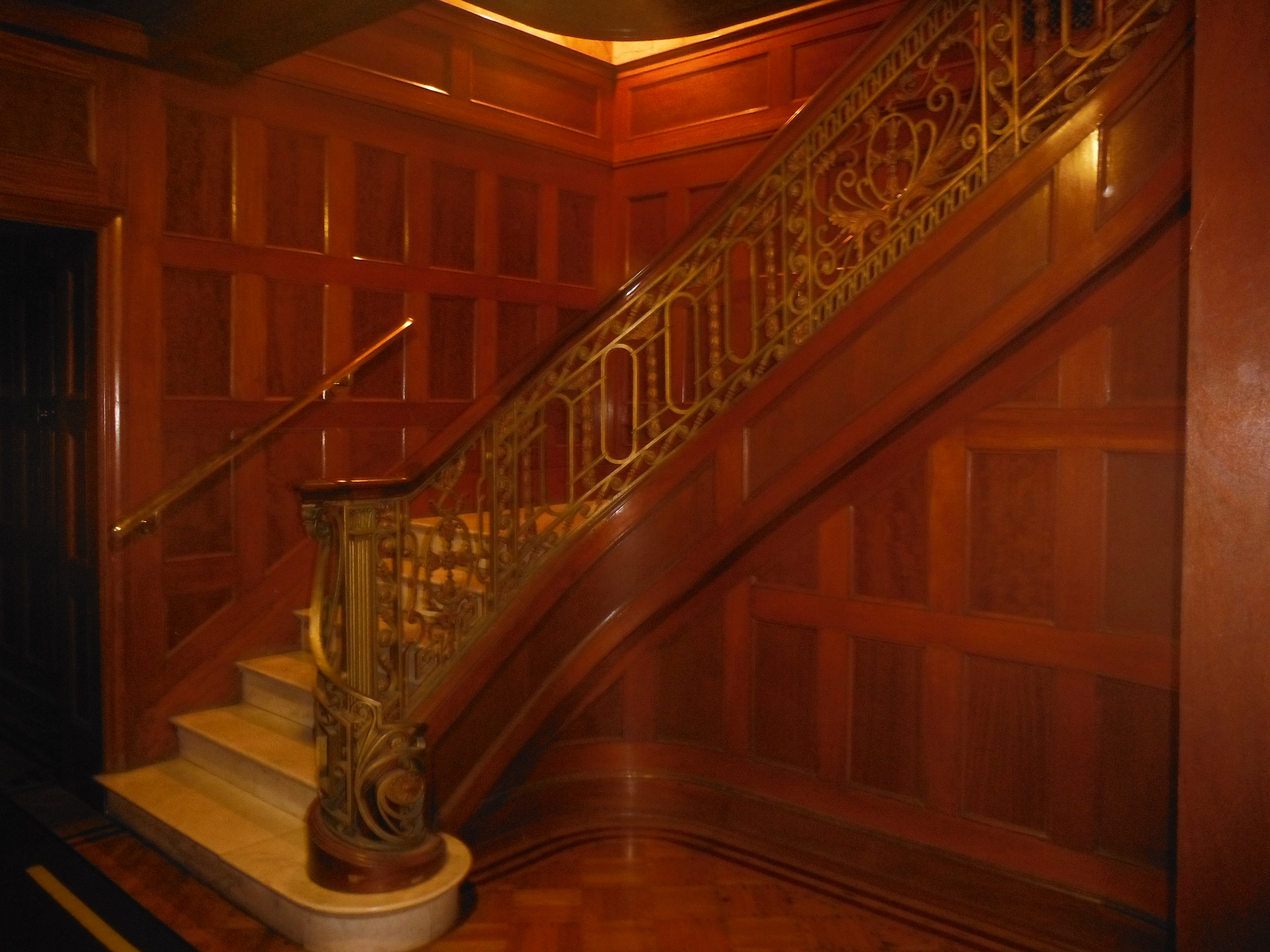 file escalier maison oscar dufresne jpg wikimedia commons. Black Bedroom Furniture Sets. Home Design Ideas