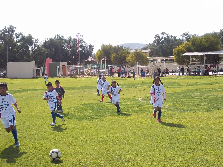 File f tbol en campo zaragoza tequixquiac jpg wikimedia - Campo de futbol del valencia ...