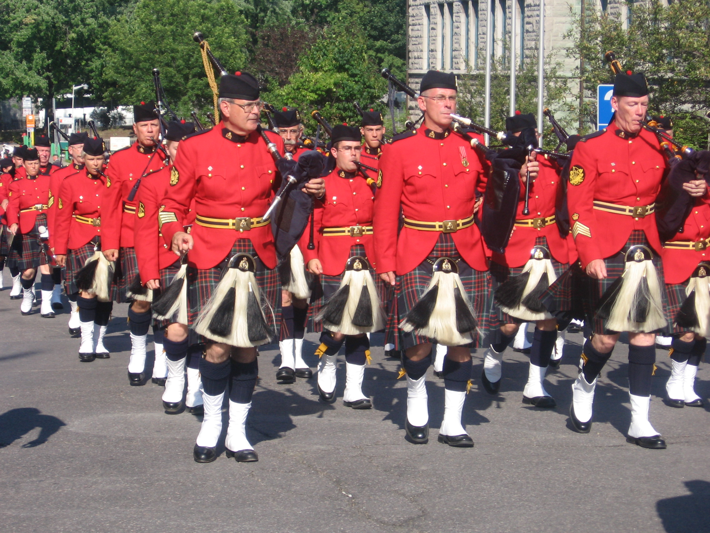 RCAF Pipe band Drum Major Uniform - Shoulder to Shoulder ... |Police Pipe Band Uniforms