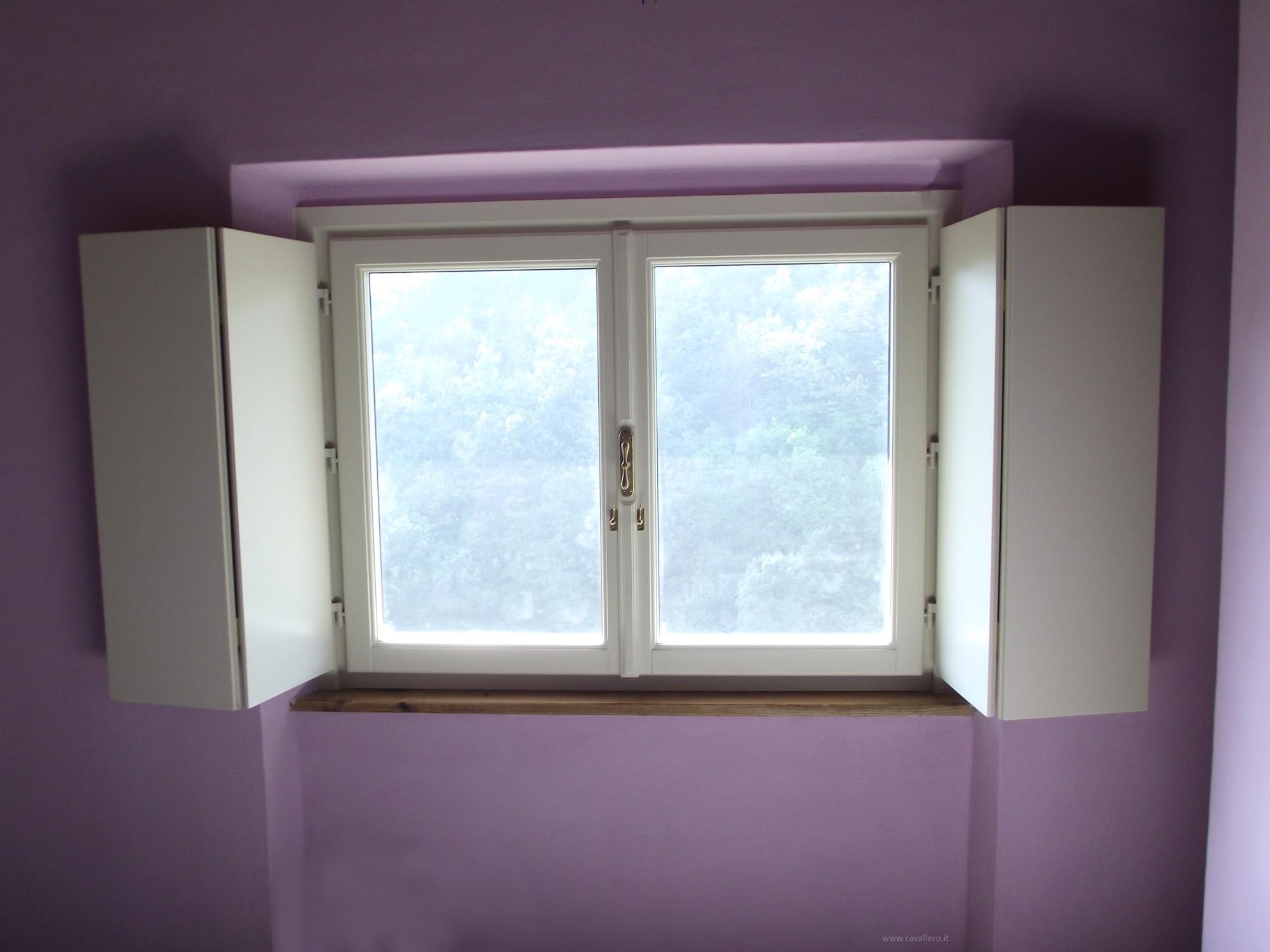 File finestra legno scuri interni cavallero wikimedia commons - Serramenti e finestre ...
