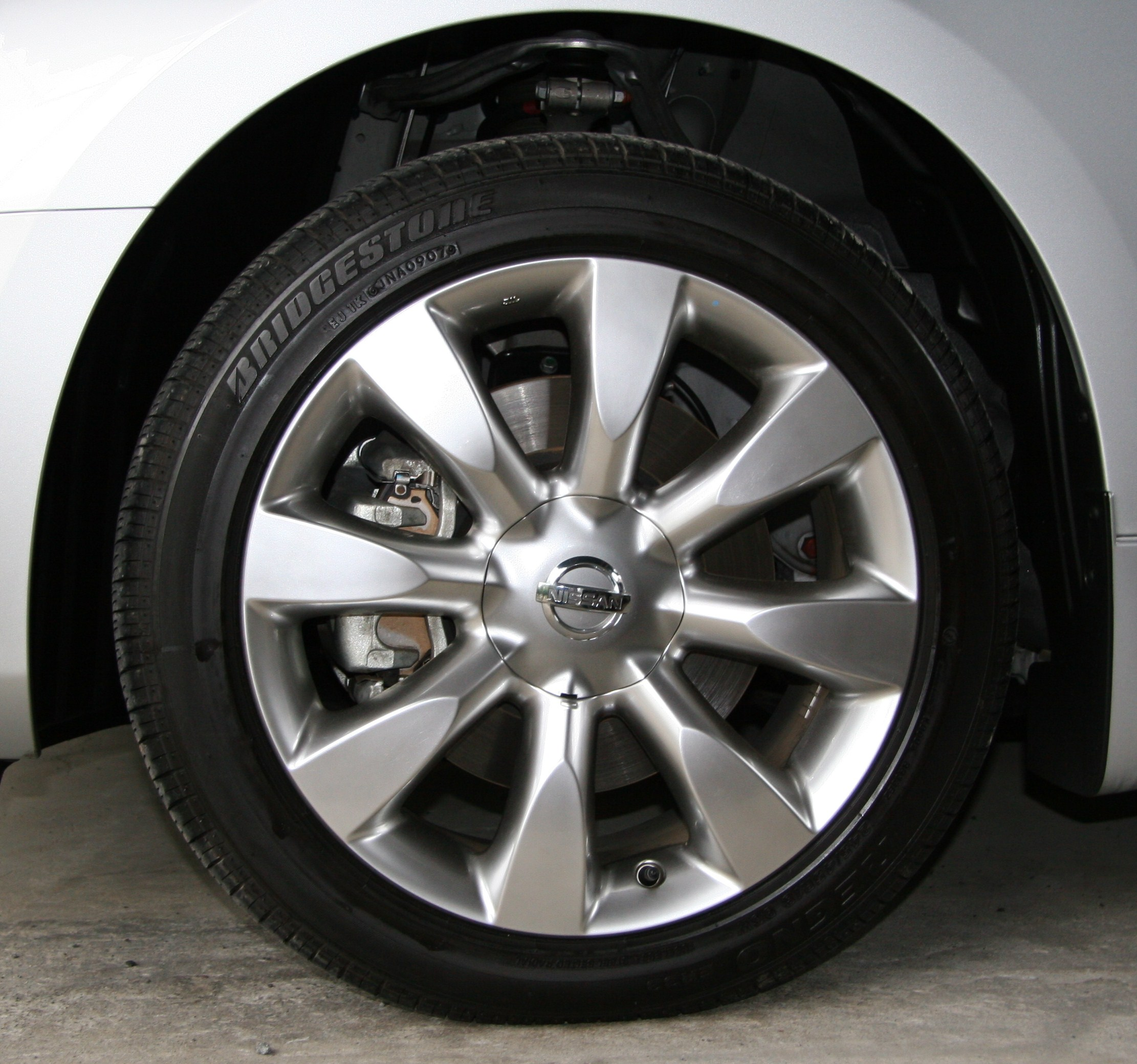 File Front Tire And 18 Inch Wheel Of 2004 2007 Nissan Fuga Jpg