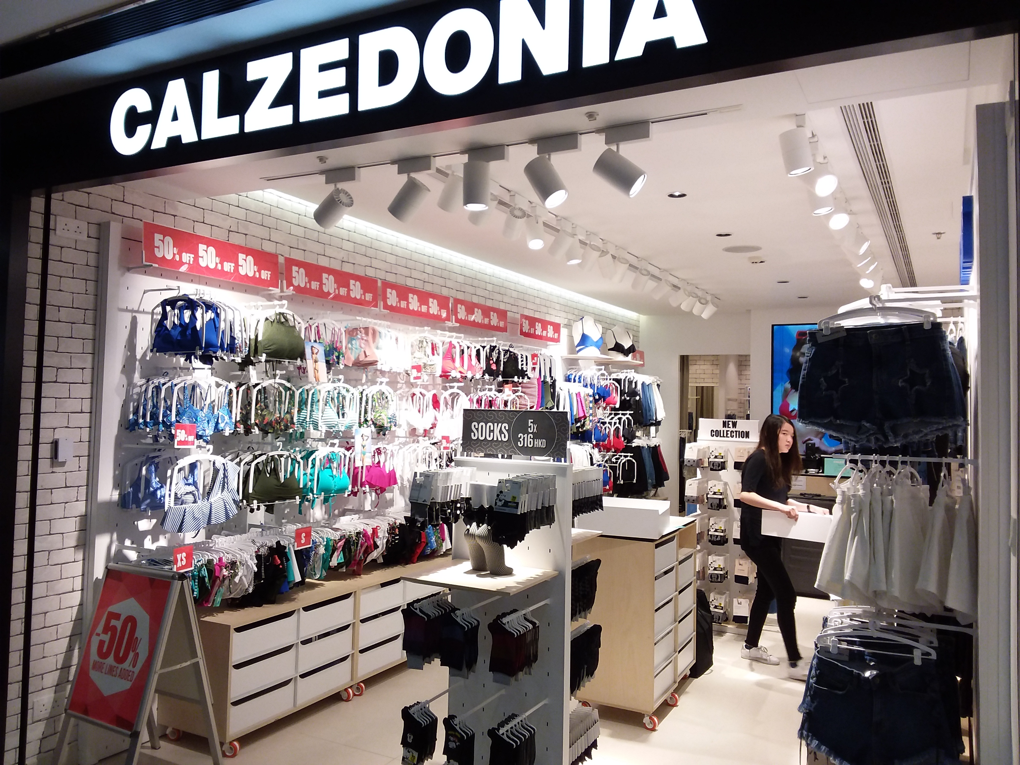 33efac3e5f File HK CWB Times Square basement mall shop August 2018 SSG CALZEDONIA.jpg