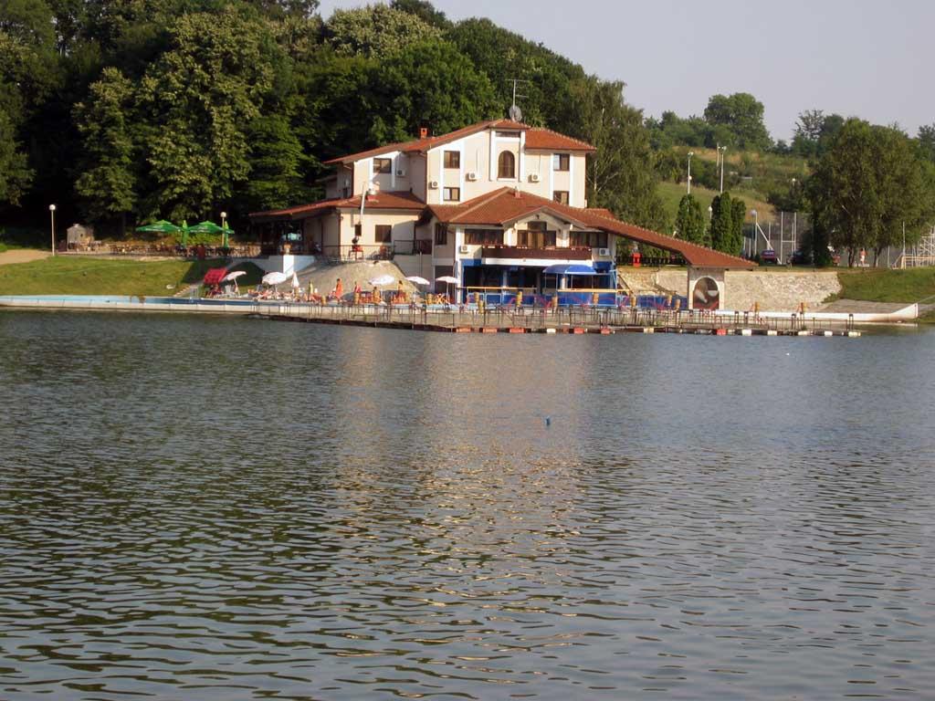 Датотека:Hotel jezero kudreč.jpg — Википедија