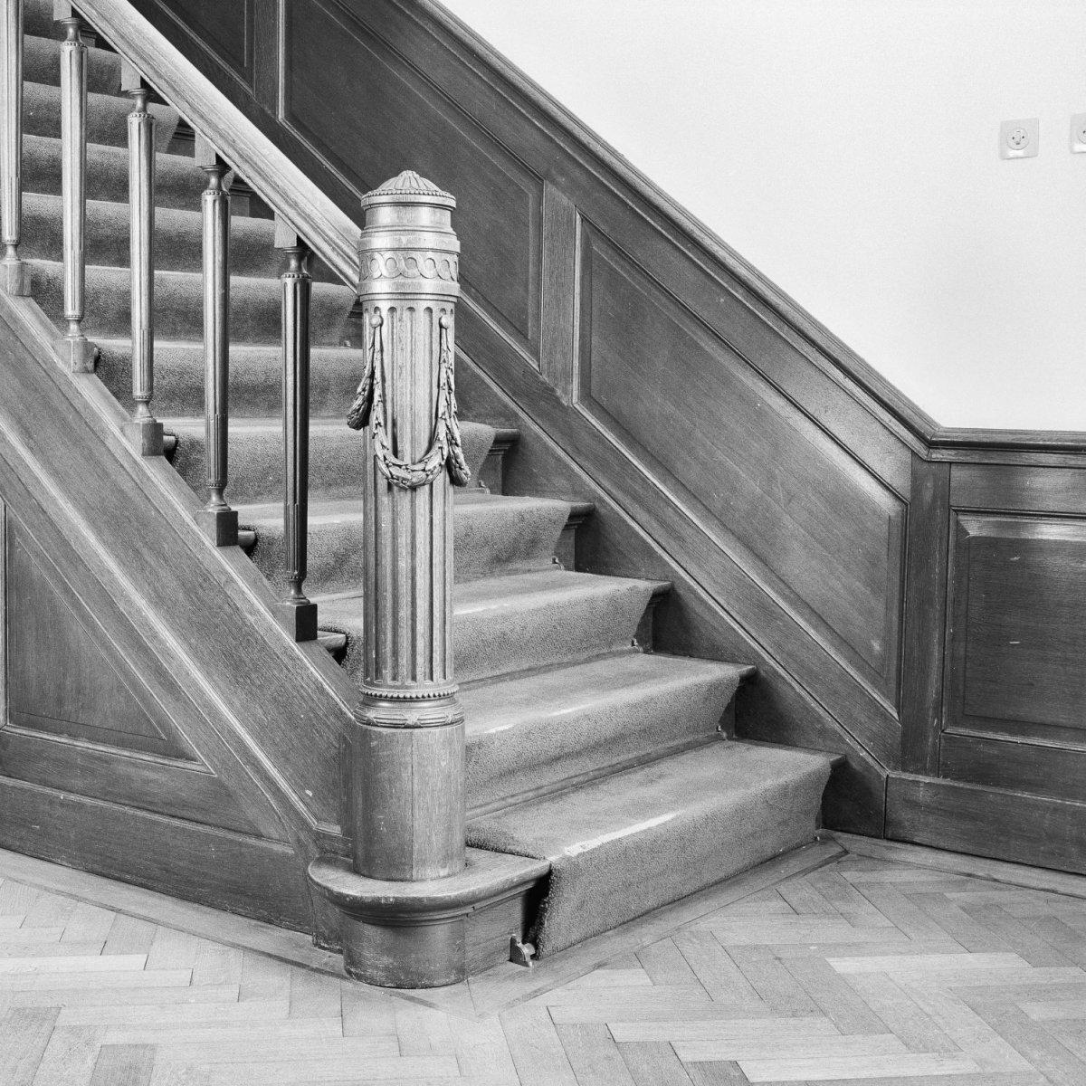 File interieur trap naar tweede verdieping leersum 20370103 wikimedia commons - Interieur trap ...