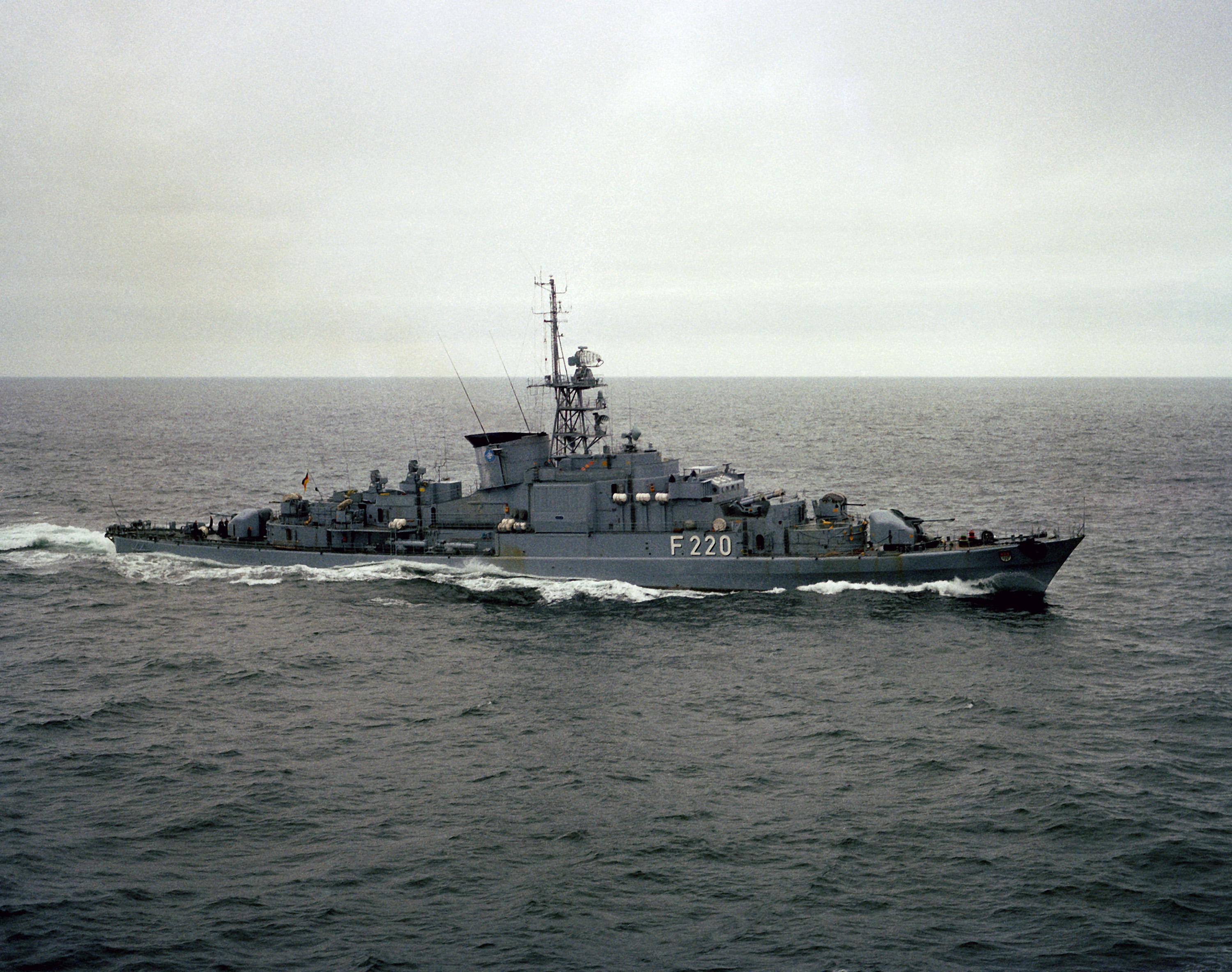 Köln (F-220) underway 1982.jpg