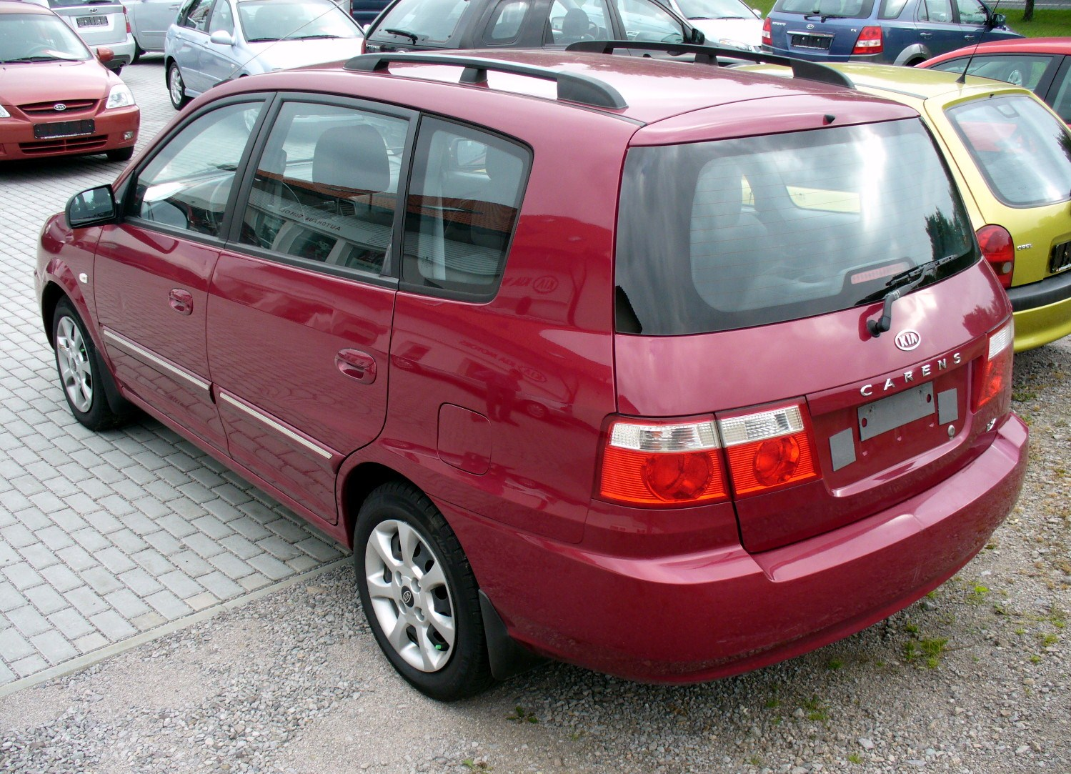 File Kia Carens 1 8 Lx Imperialrot Heck Jpg Wikimedia Commons