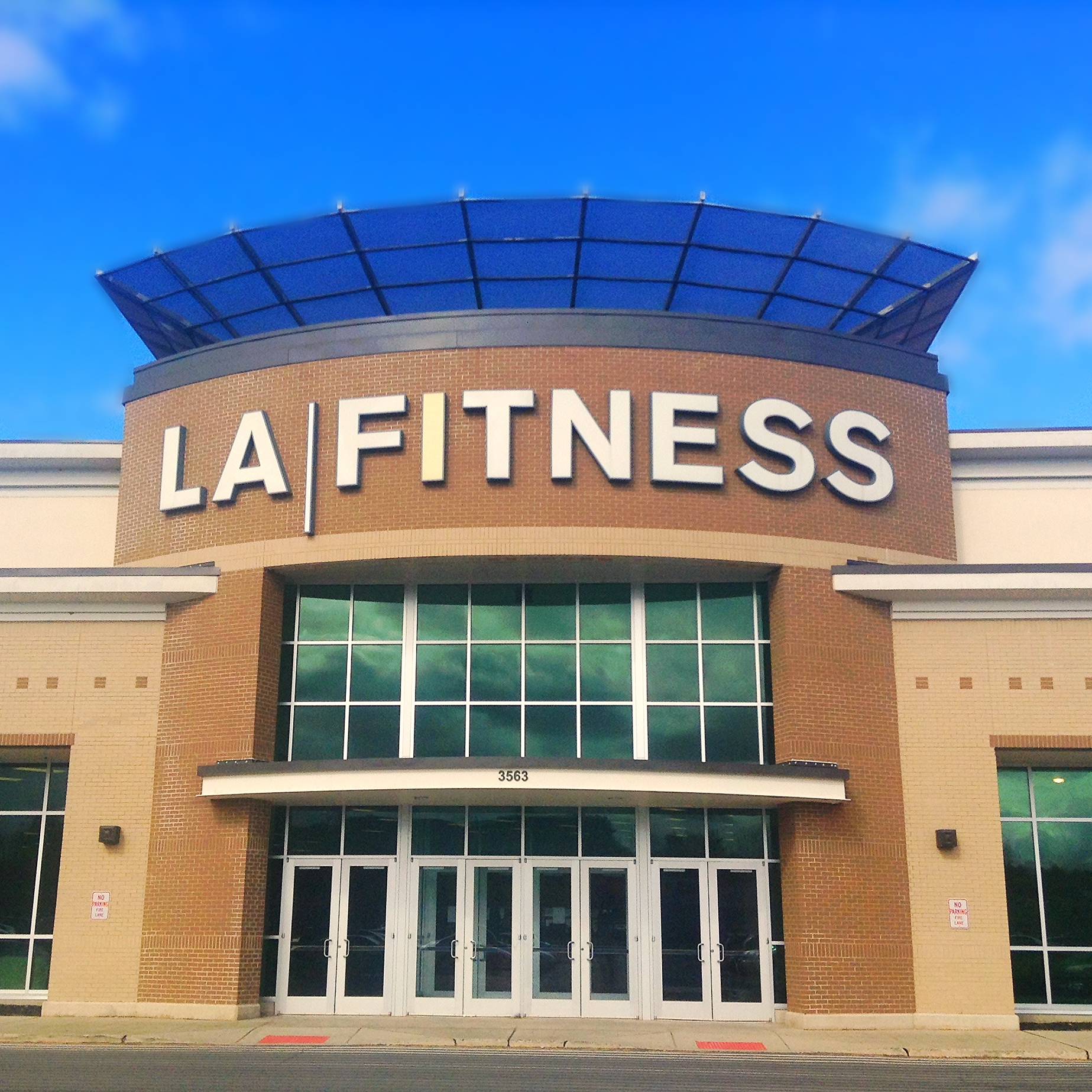 la fitness 46 reviews of la fitness i have been to 8 different la fitness locations in the past month this one is average across the board pros: not too packed on weekends.