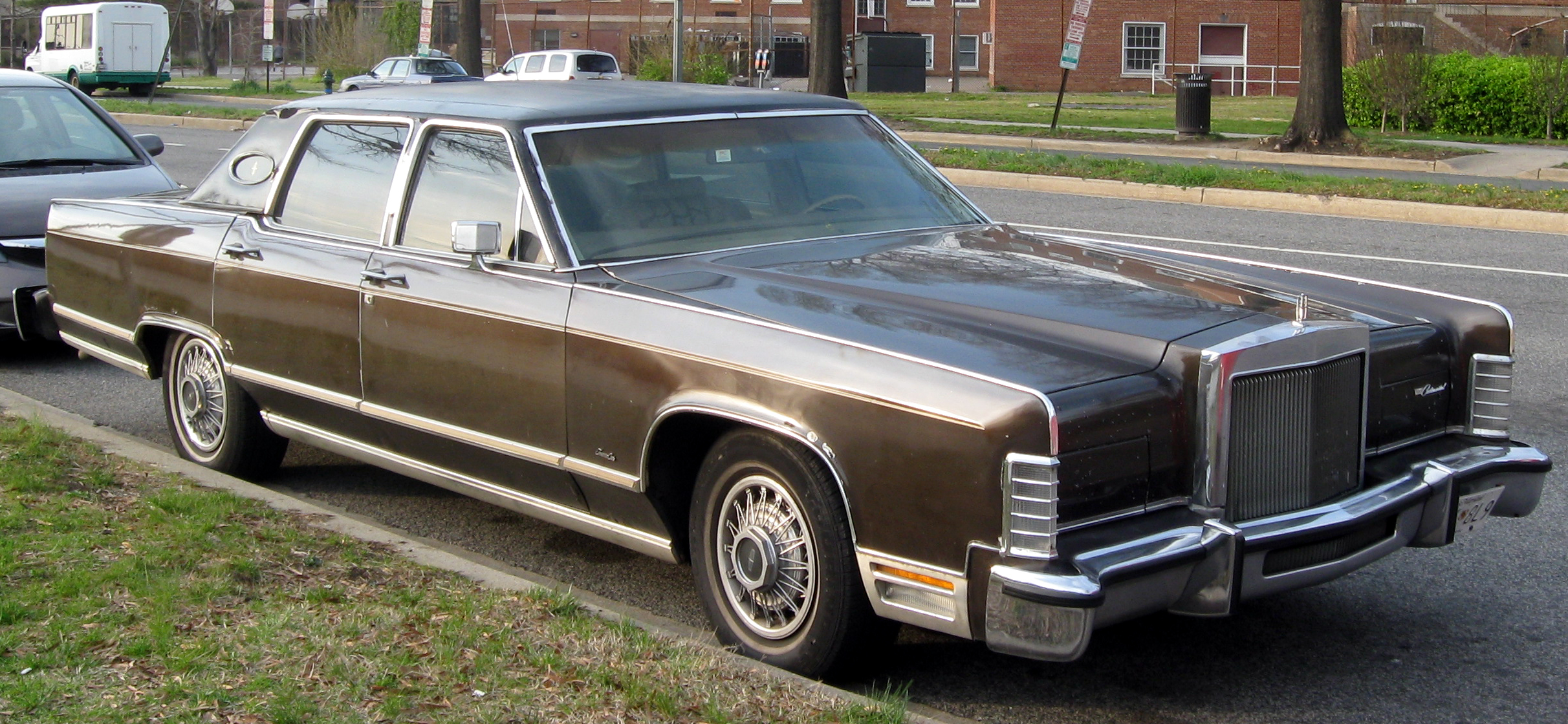 file lincoln continental town car 04 10 wikimedia commons. Black Bedroom Furniture Sets. Home Design Ideas