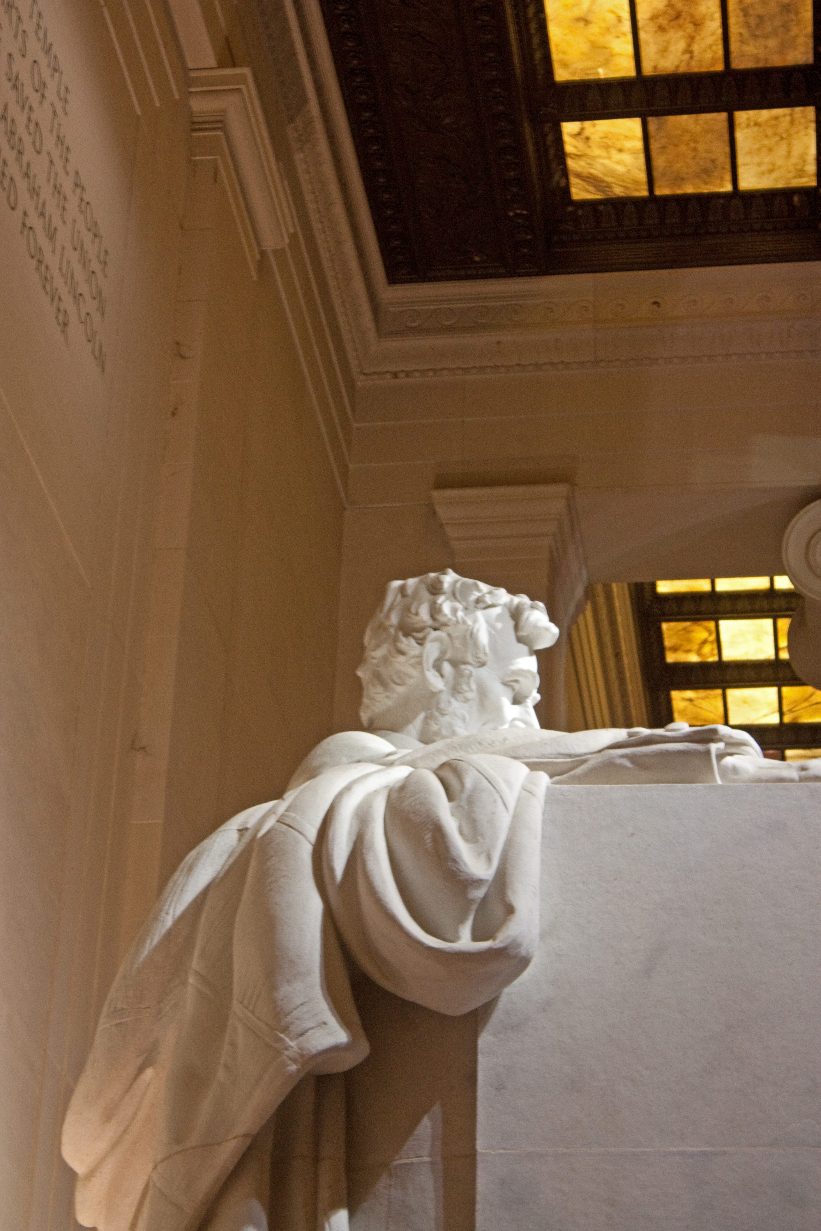 File Lincoln Memorial Statue From Side At Night Jpg