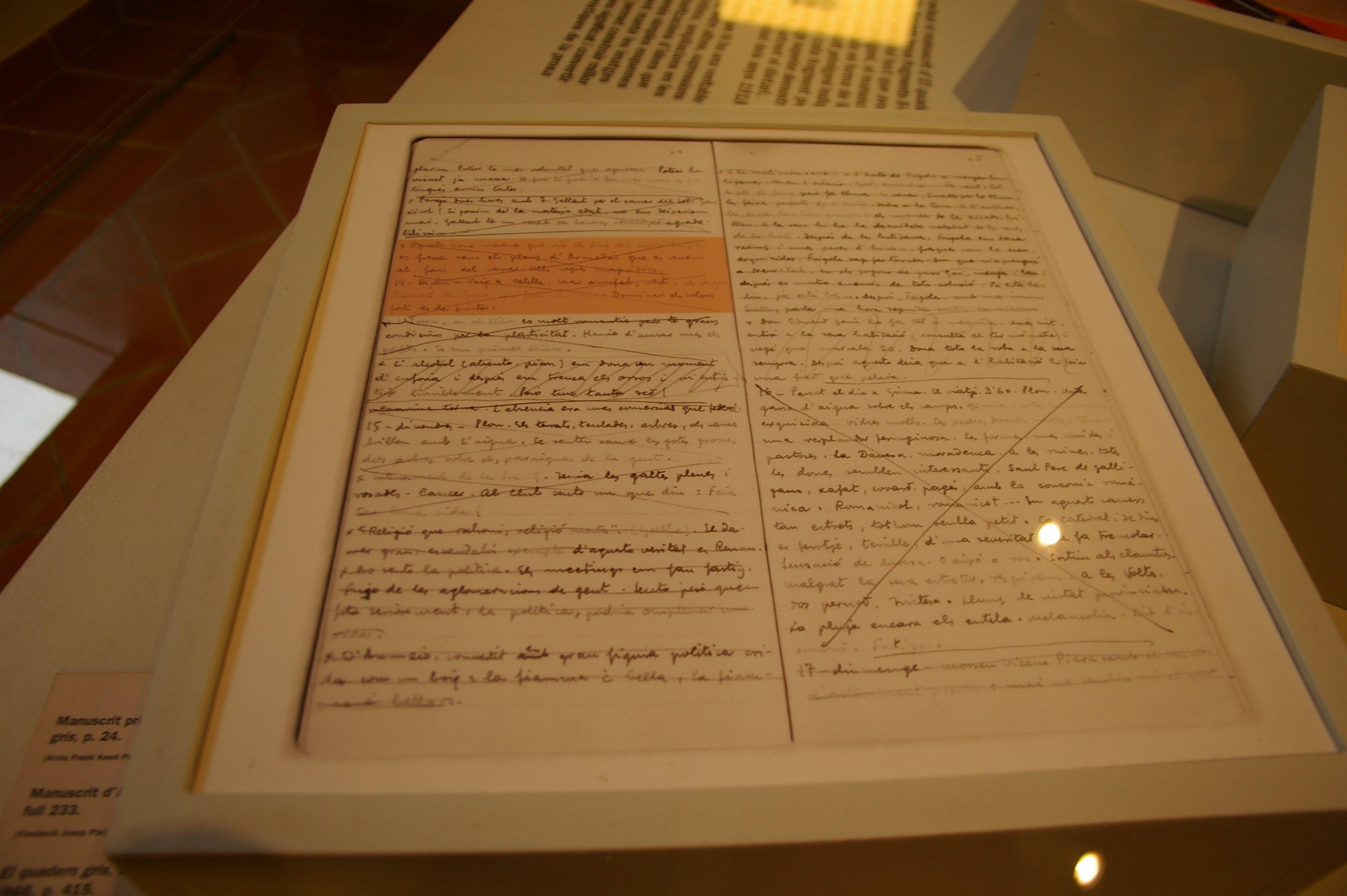 Manuscrito original de una página de El quadern gris.