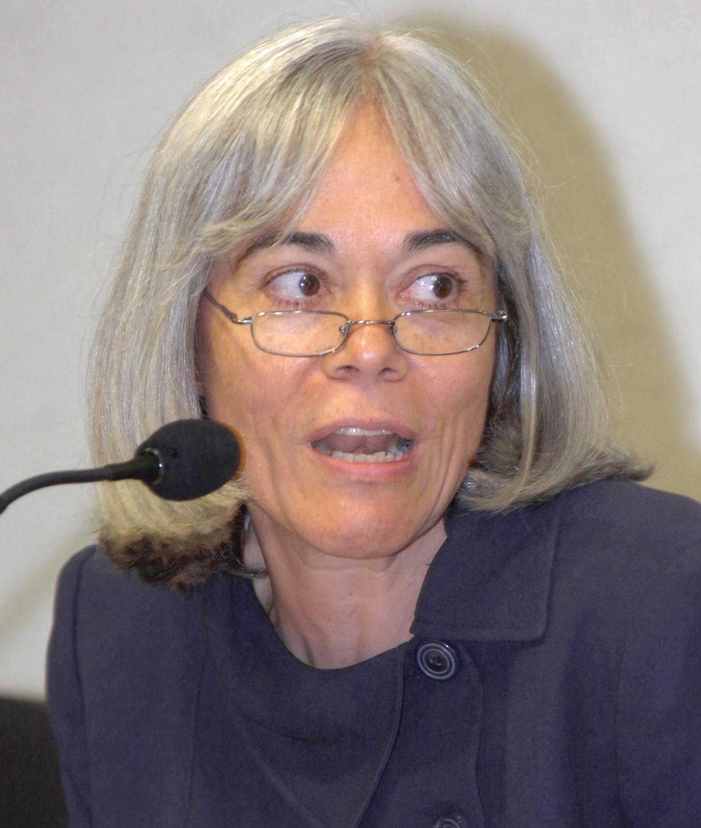 https://upload.wikimedia.org/wikipedia/commons/f/f2/Maria_Thereza_Rocha_de_Assis_Moura.JPG