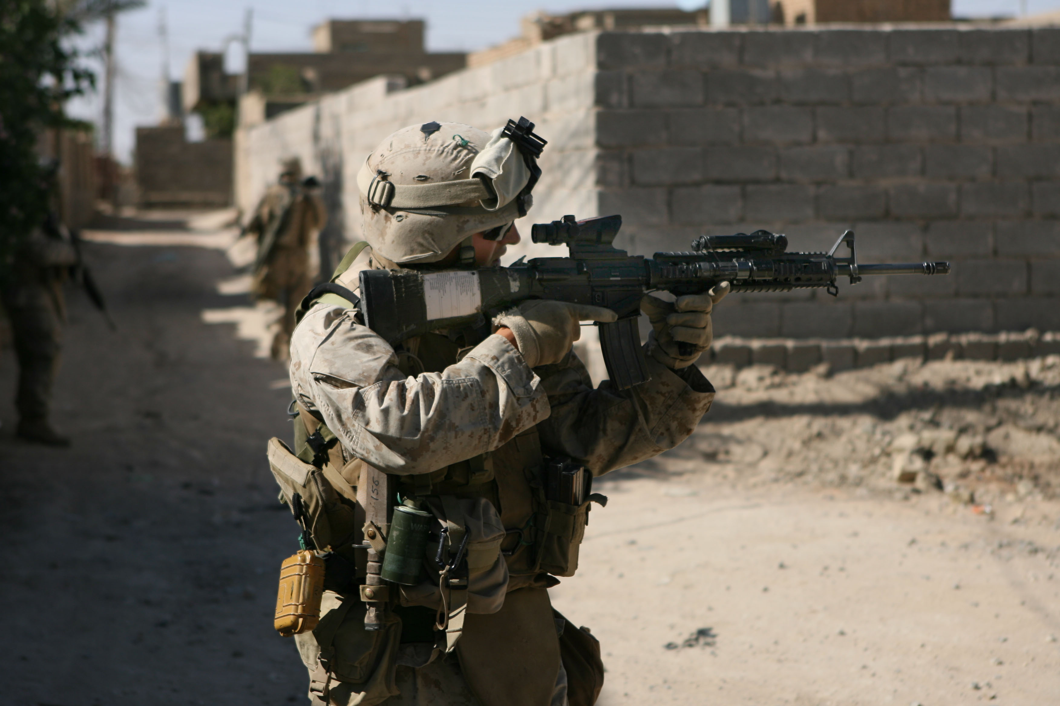 Description Marine M16...