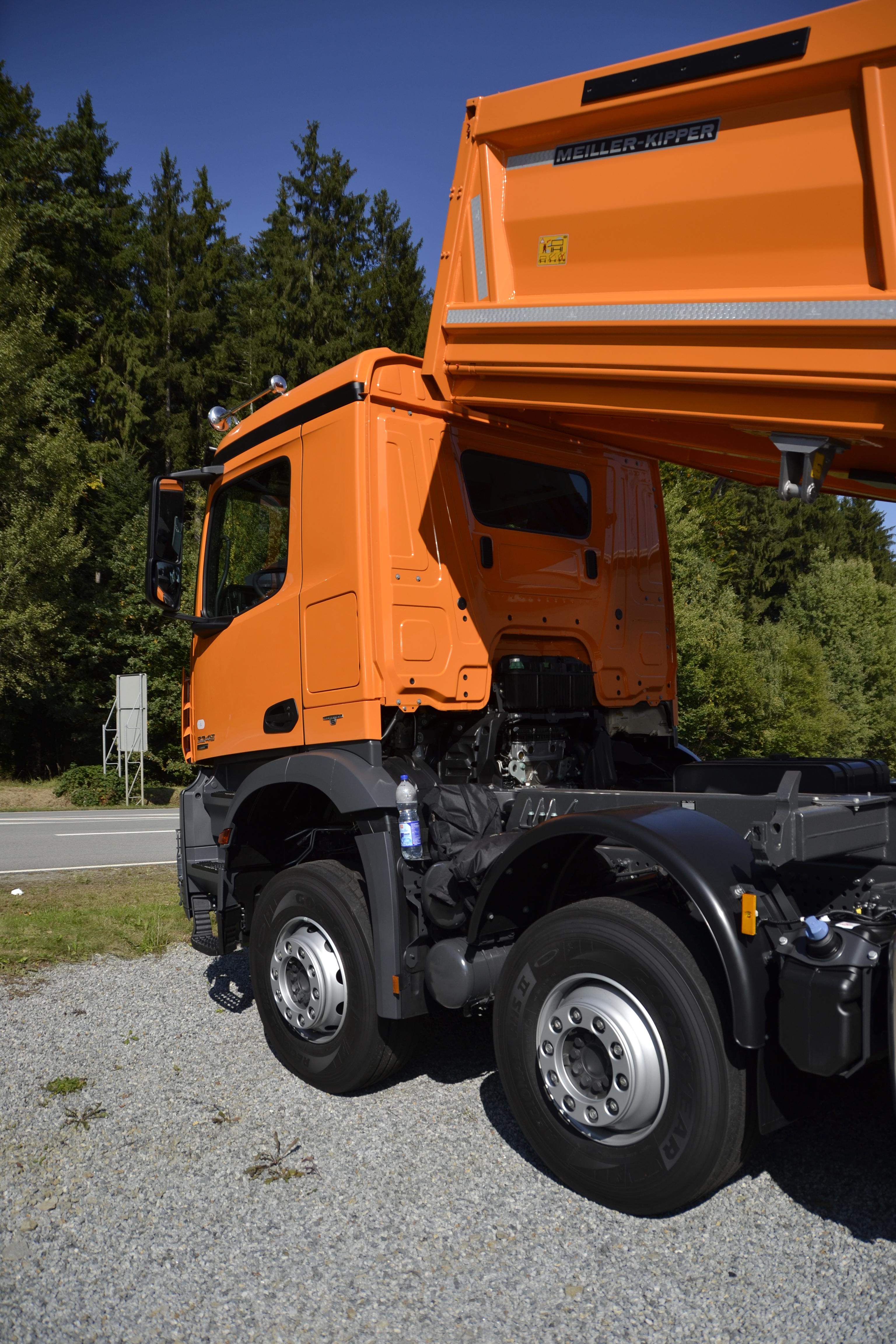 File Mercedes Benz Arocs dump truck version 2 JPG