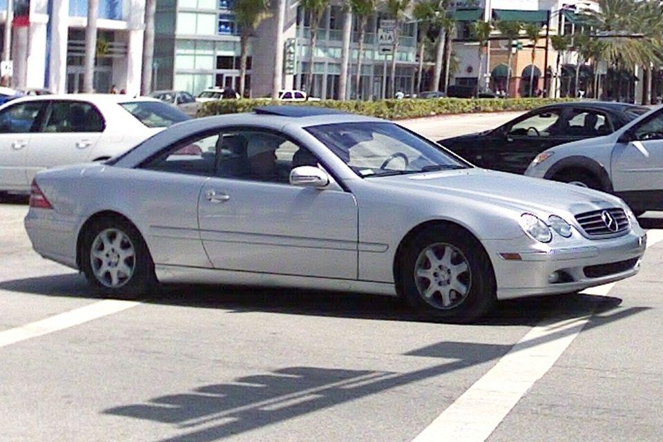 Mercedes_CL_500_(C215)_silber