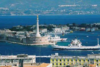 - اليوم     ,.-~*'¨¯¨'*·~-.¸-(مسينة) _)-,.-~*'¨¯¨'*·~-.¸  Messina_harbour_AK