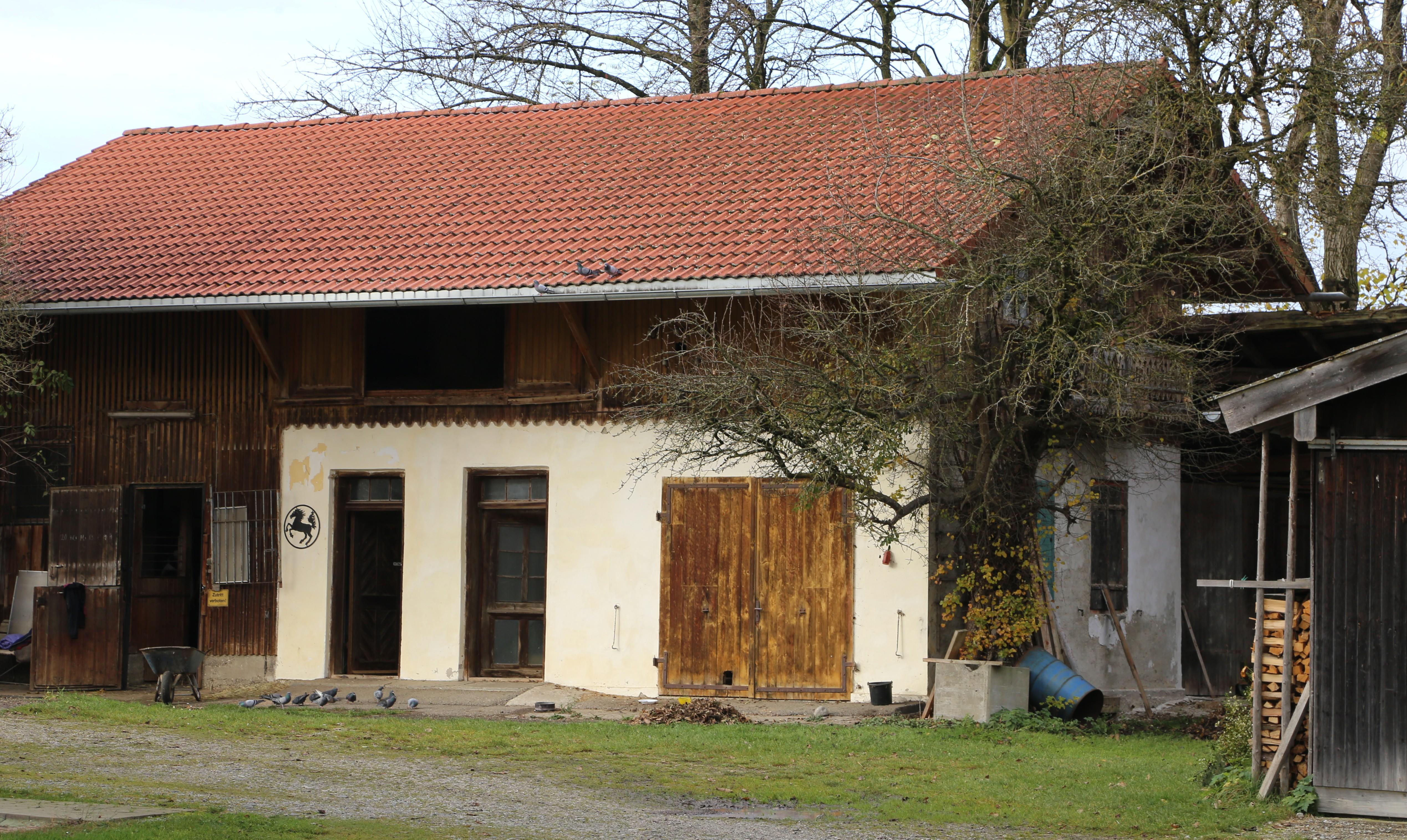 File:Michelistr. 18 Nebengebaeude Lochhofen-Sauerlach-1.jpg ...
