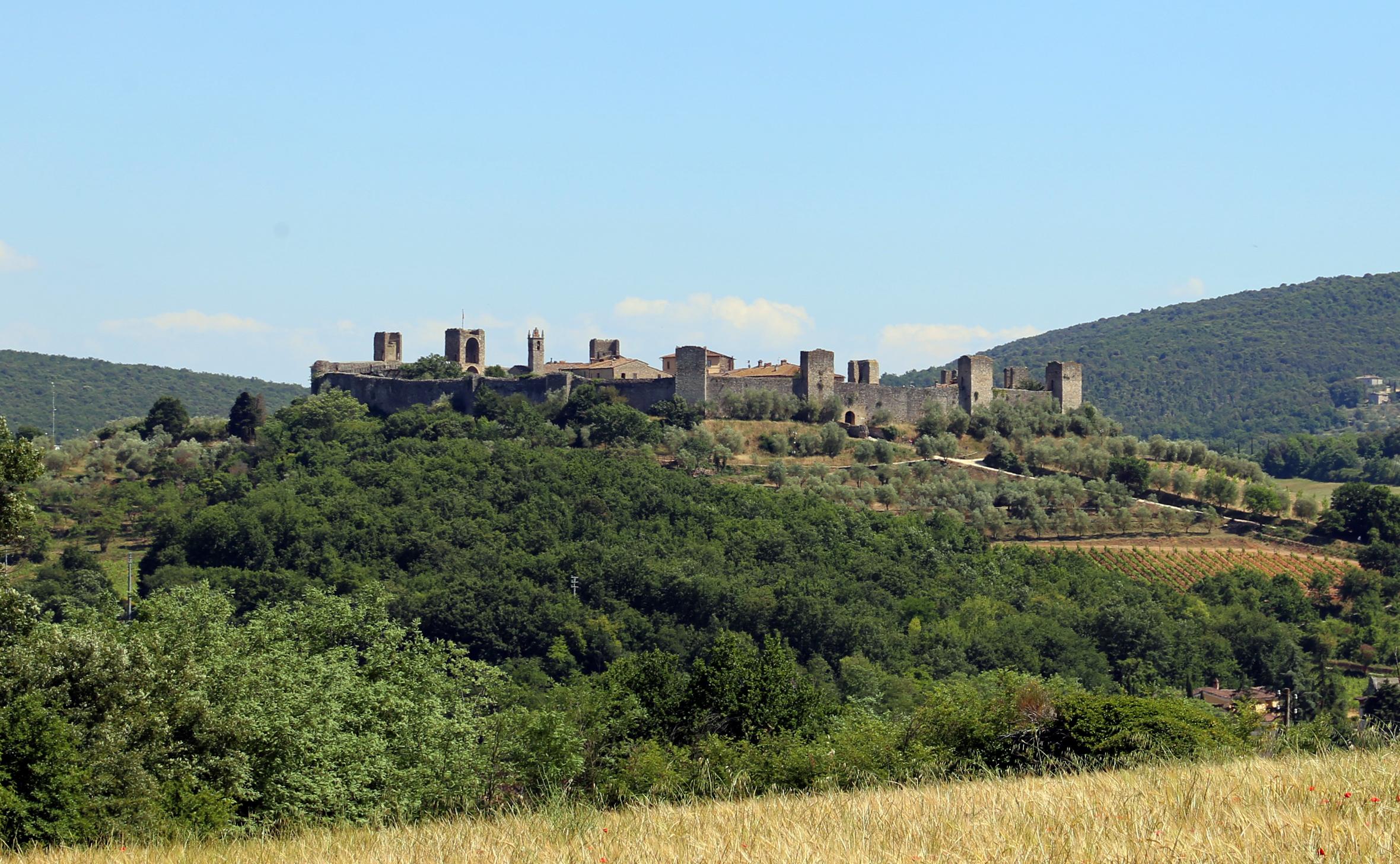 Monteriggioni, castello di castiglionalto o di castiglion ghinibaldi, veduta verso montriggioni, 01.jpg