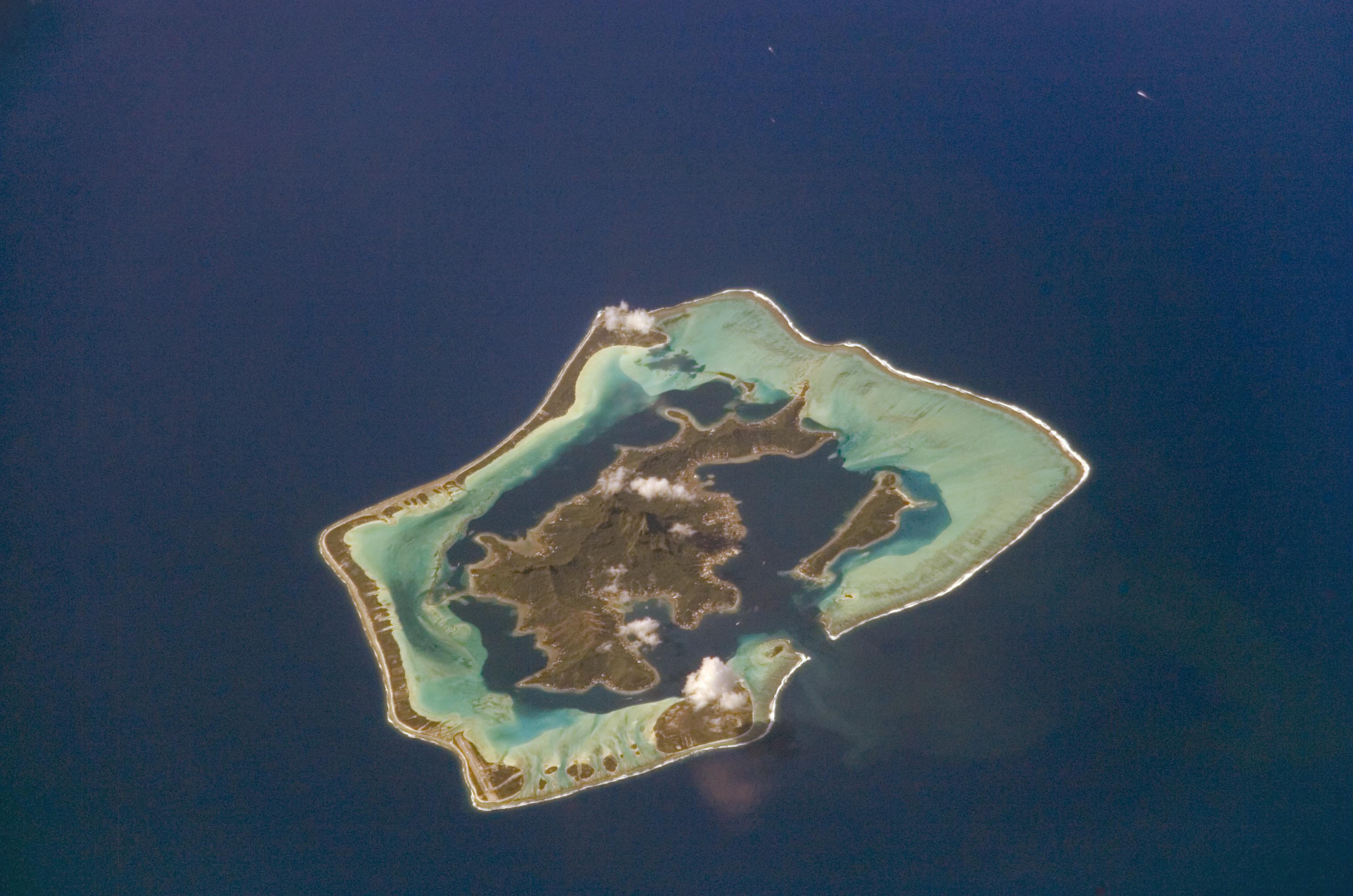 جــــزيــــــــرة Bora-Bora الســــــاحـــــرة NASA-BoraBora.jpg