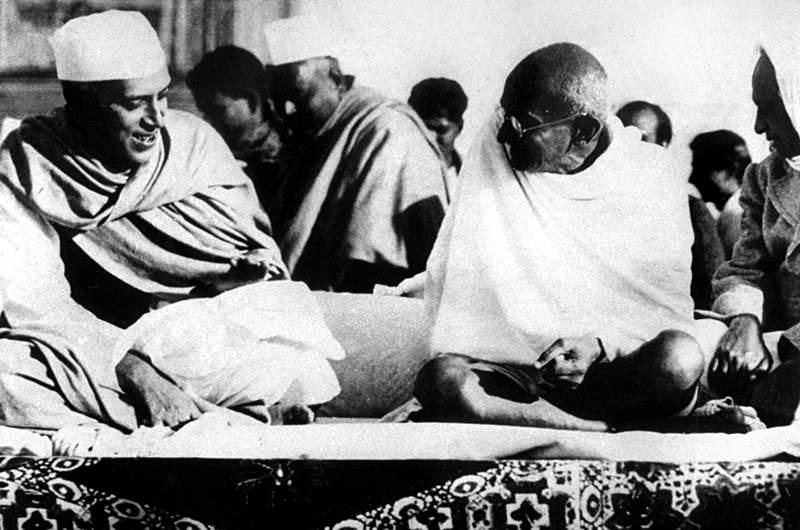 Archivo:Nehru Gandhi 1937.jpg