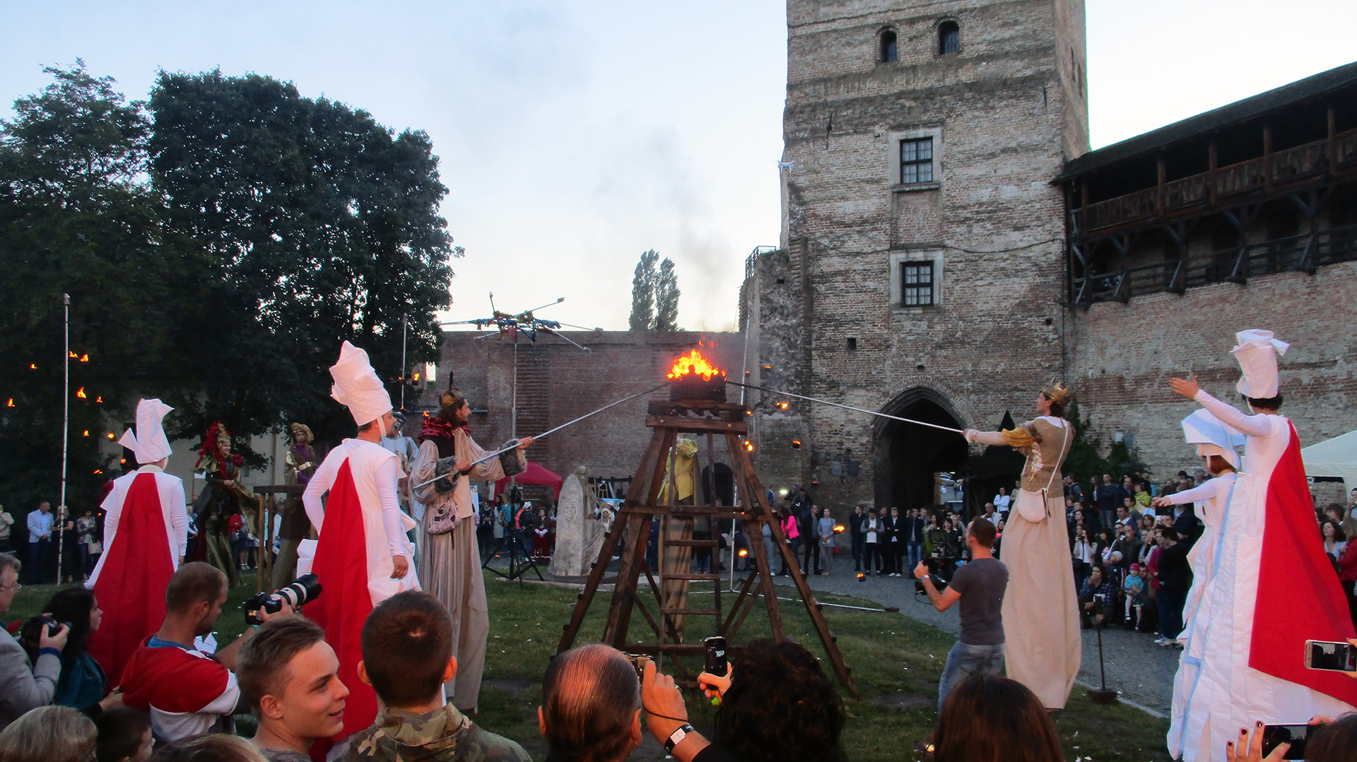 file:night in lutsk castle 2017 - opening ceremony - wikimedia