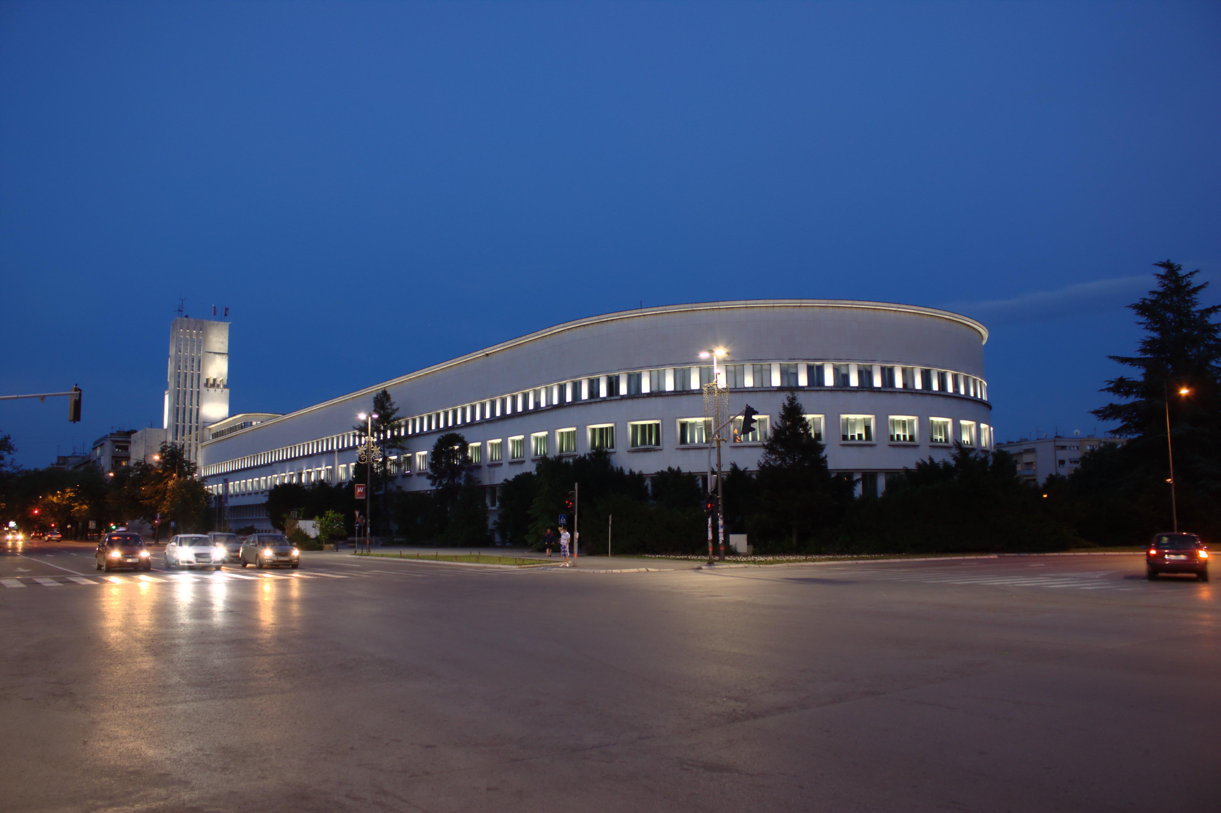 Slike Novog Sada  Novi_Sad,_Mihajla_Pupina,_budova_vl%C3%A1dy_Vojvodiny_ve%C4%8Der