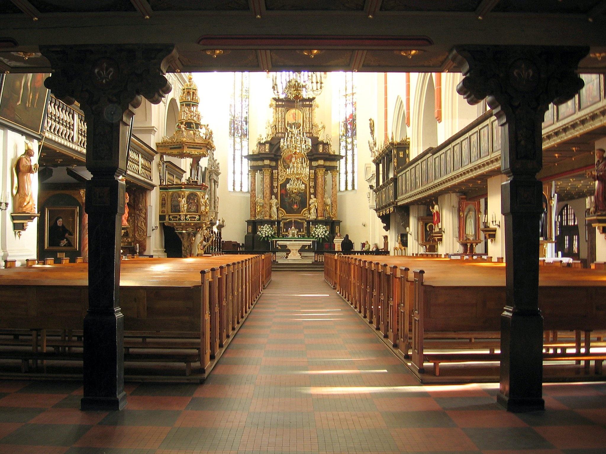 File:Olesnica-kosciolSw.JanaEwangelisty.Apostola.jpg - Wikimedia ...