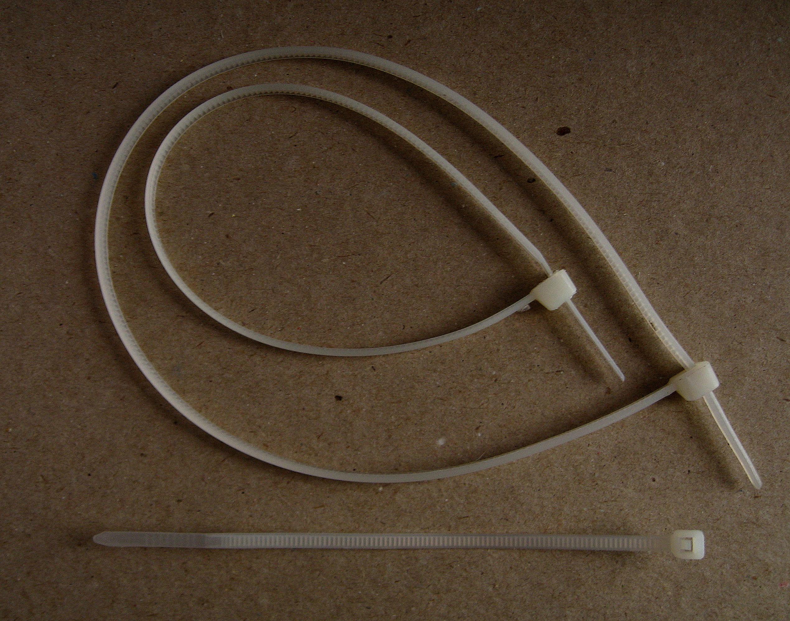 File:Opaski zaciskowe - kabelstrips 3 (ubt).JPG - Wikimedia Commons