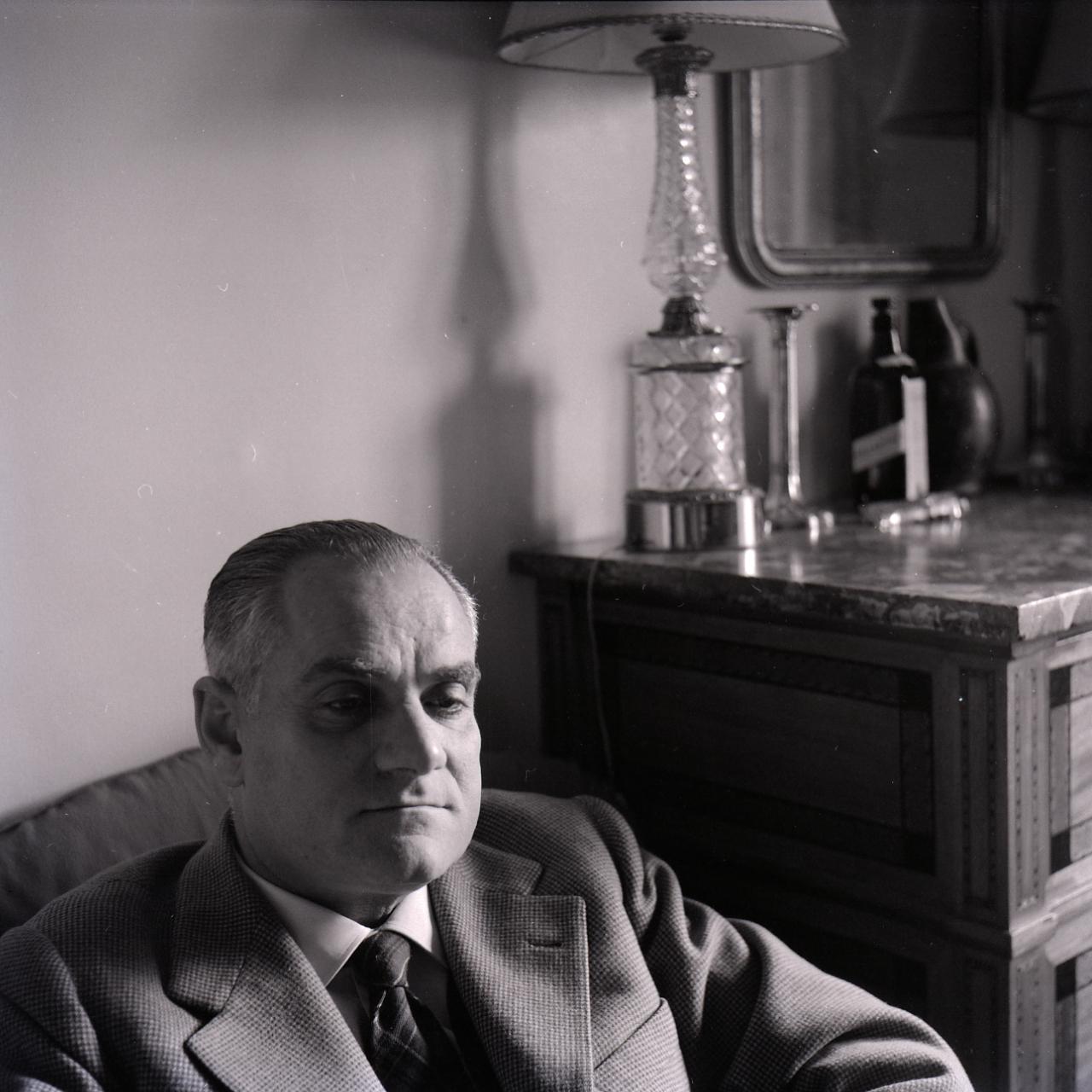 Alberto Moravia photographed by [[Paolo Monti]] (Fondo Paolo Monti, [[Biblioteca europea di informazione e cultura|BEIC]])