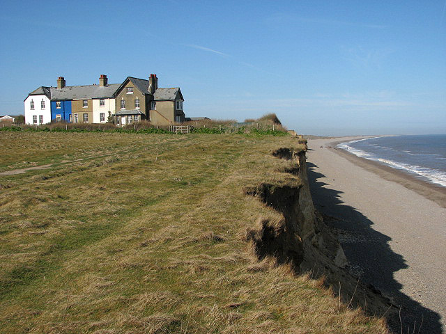 Perched on the edge - geograph.org.uk - 748931