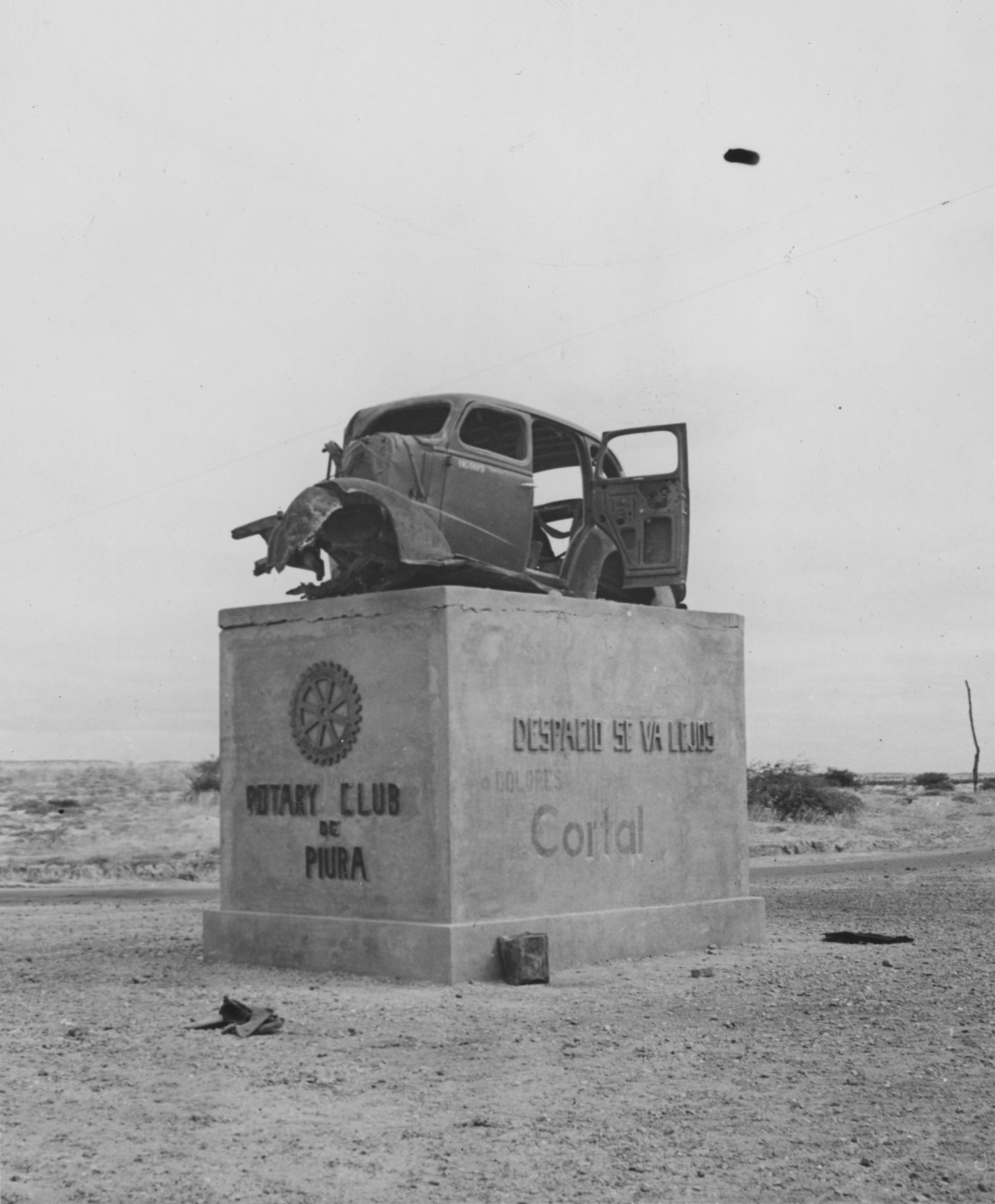 File:Peru - 43-2541 - Roadside car safety monument in Piura.jpg