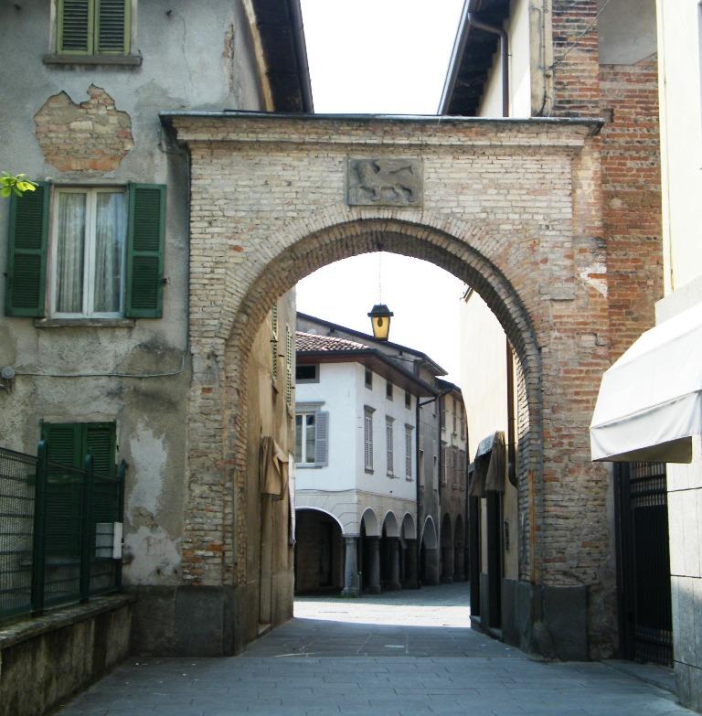 Matrimonio Romano Di Lombardia : File portale con leone di s marco romano lombardia