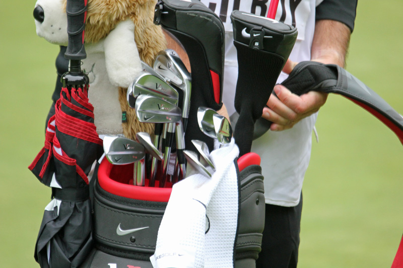File Rory Mcilroy Club Bag And Caddie Jpg Wikimedia Commons