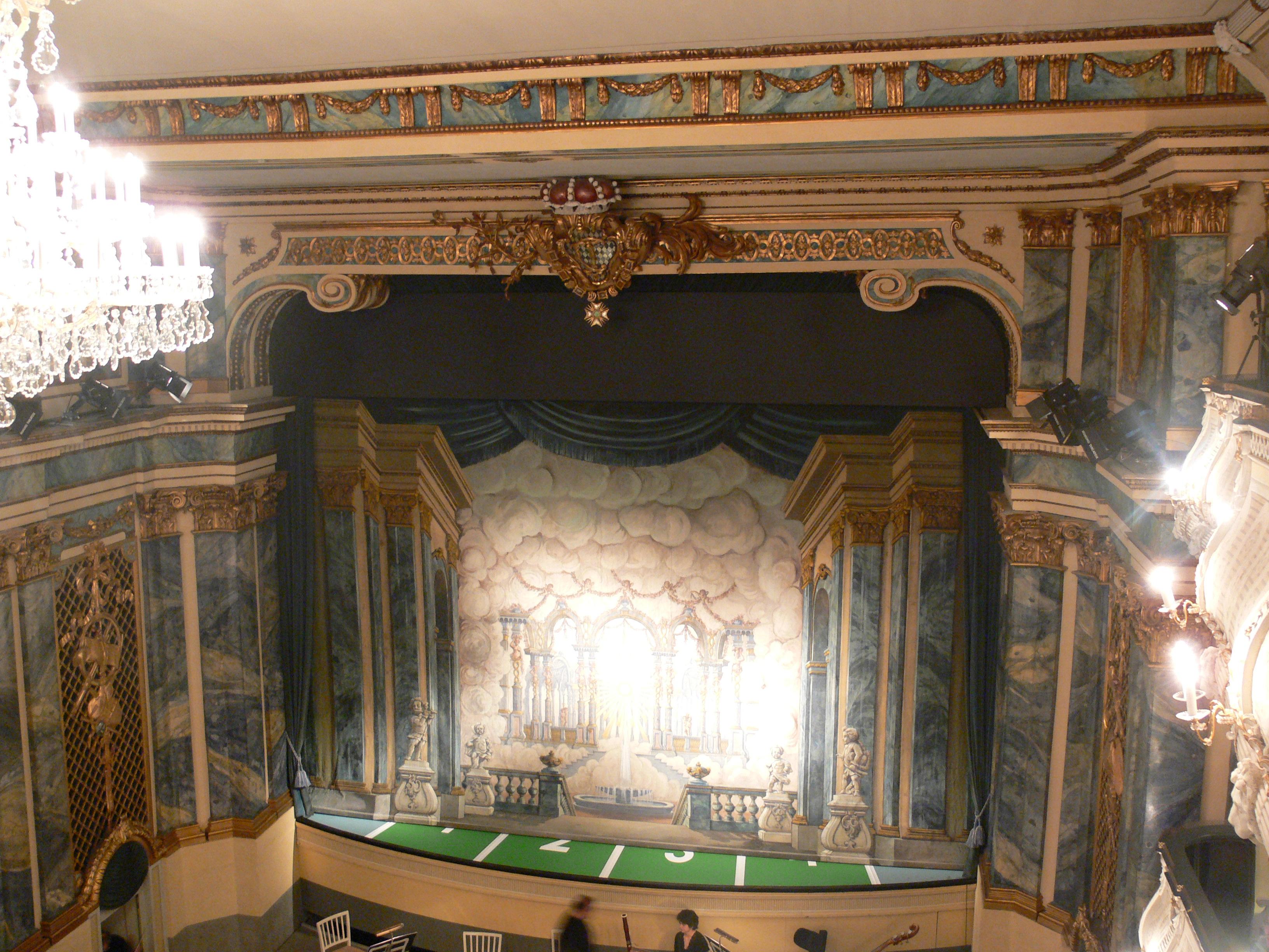 Schwetzingen Schlosstheater Blick zur Bühne 3.jpg