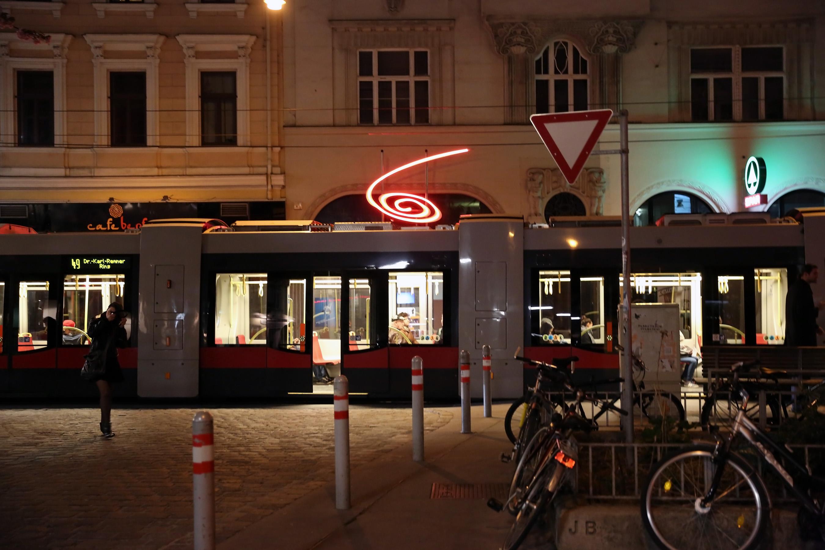 Filesiebensterngasse Kosmostheater Straßenbahn 49 Wien 2014jpg