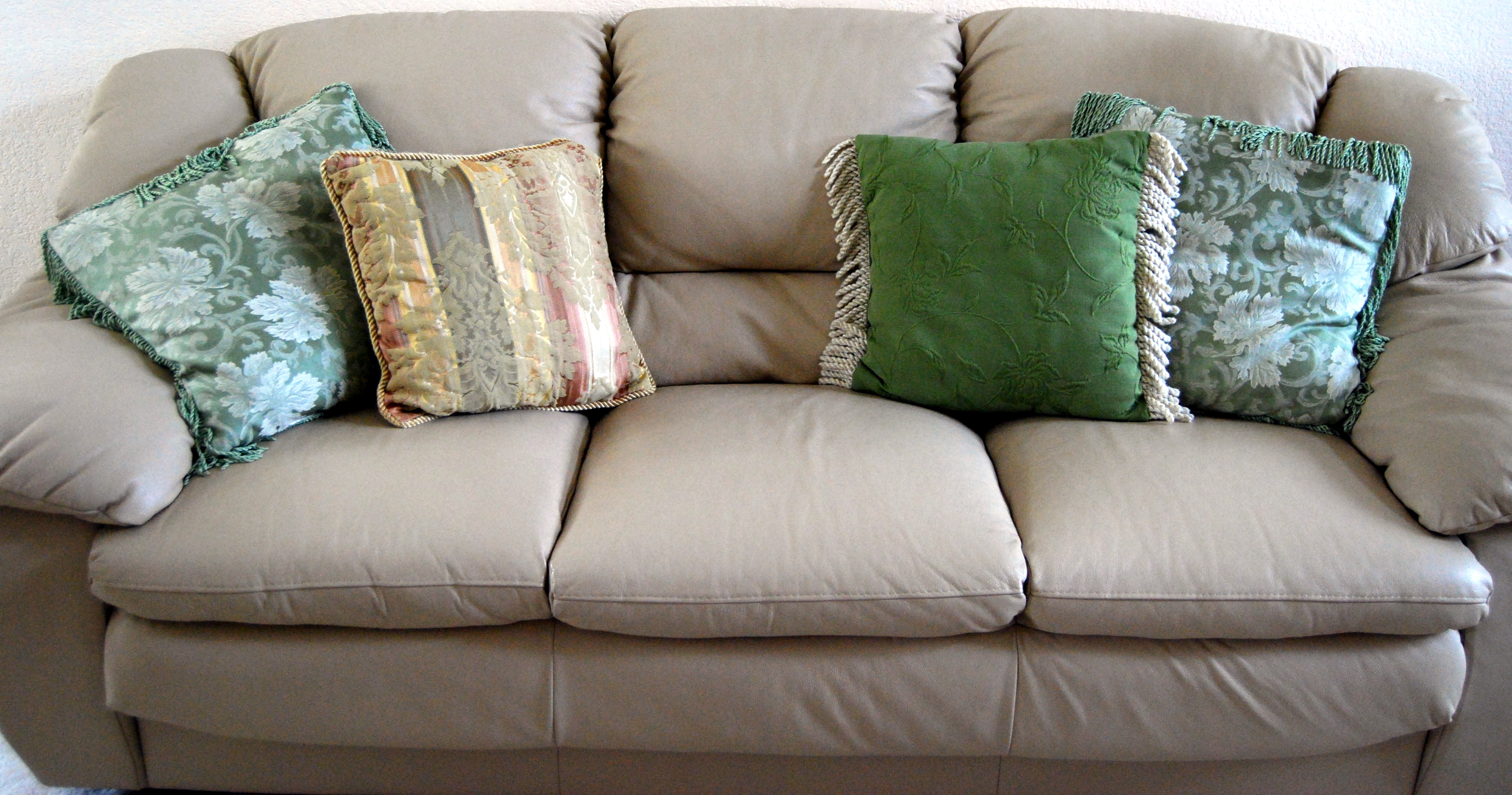 Sofa Placement When There Is No Entrea In Living Room