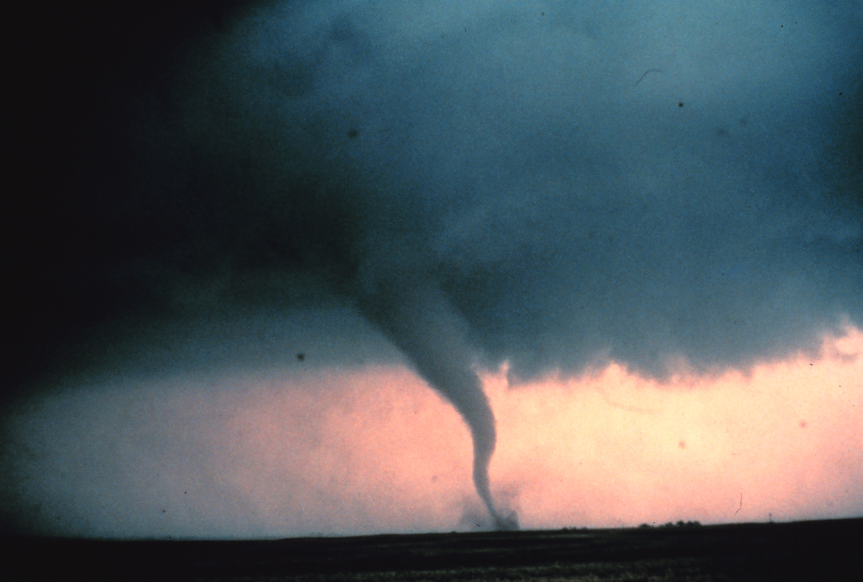 http://upload.wikimedia.org/wikipedia/commons/f/f2/Tornado0_-_NOAA.jpg