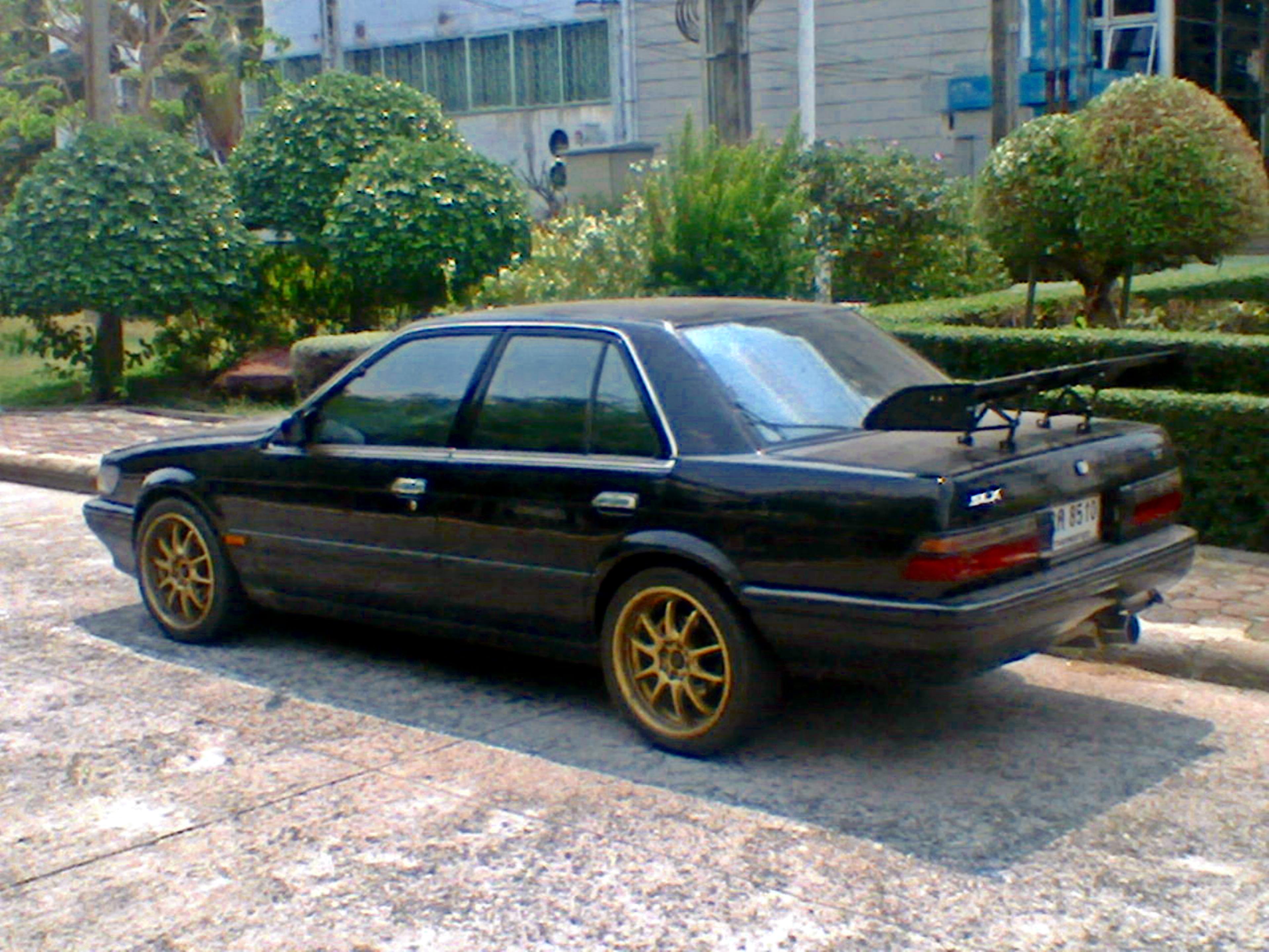 File:Tuned Nissan Bluebird 2 0 i Super Select Saloon 1989