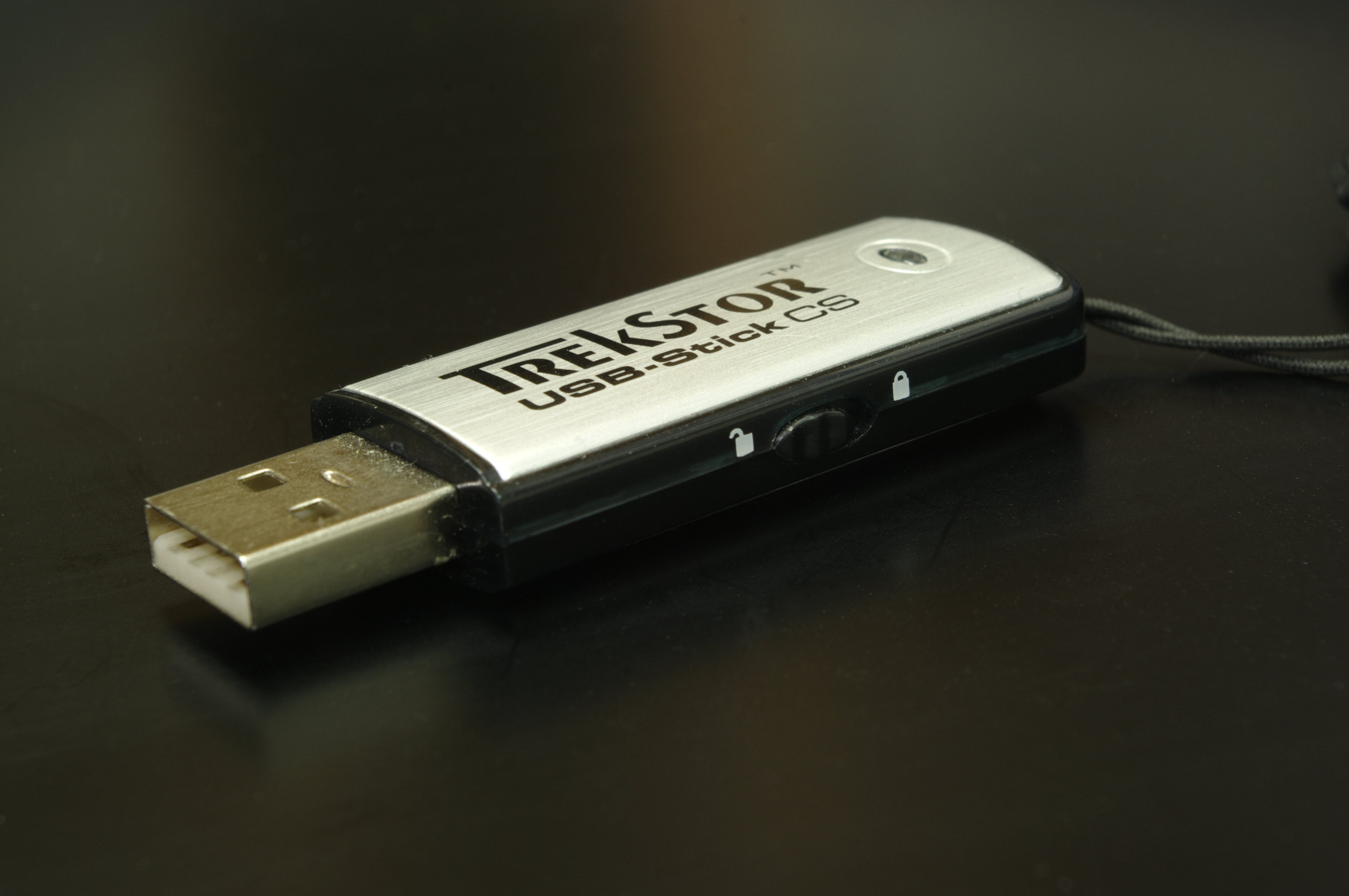 How to protect a USB flash drive