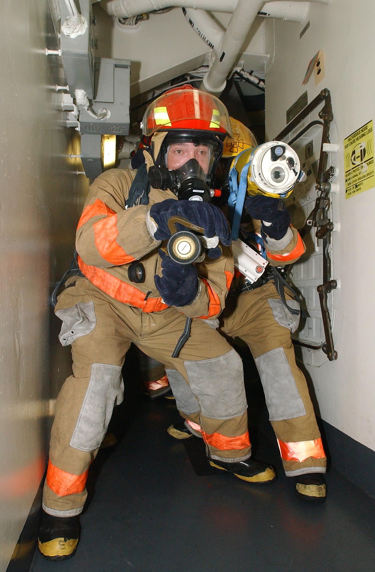 File Us Navy 040802 N 1513w 208 Damage Controlmen