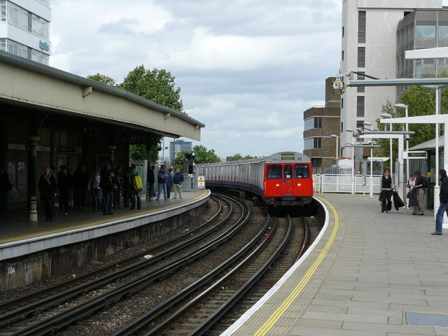 Underground Train Approaches East Putney - geograph.org.uk - 1308698