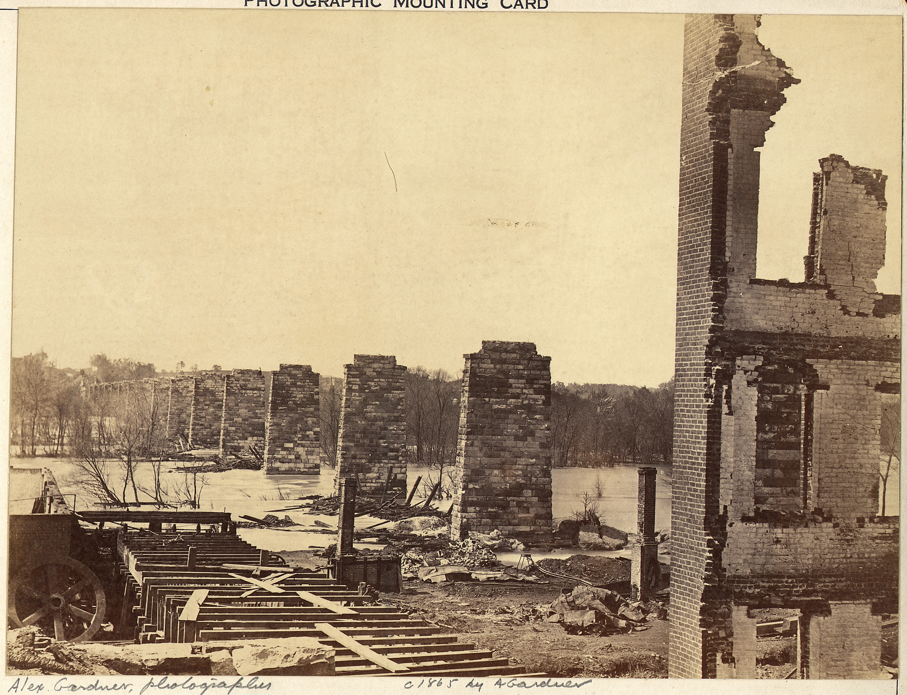 http://upload.wikimedia.org/wikipedia/commons/f/f2/Virginia,_Richmond_and_Petersburg_Railroad_Bridge,_across_the_James,_Ruins_of._-_NARA_-_533361.jpg