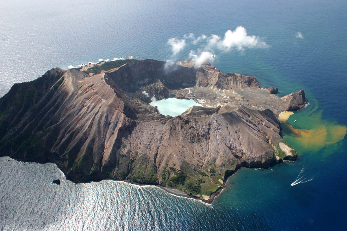 File:White Island, New Zealand.jpg - Wikimedia Commons