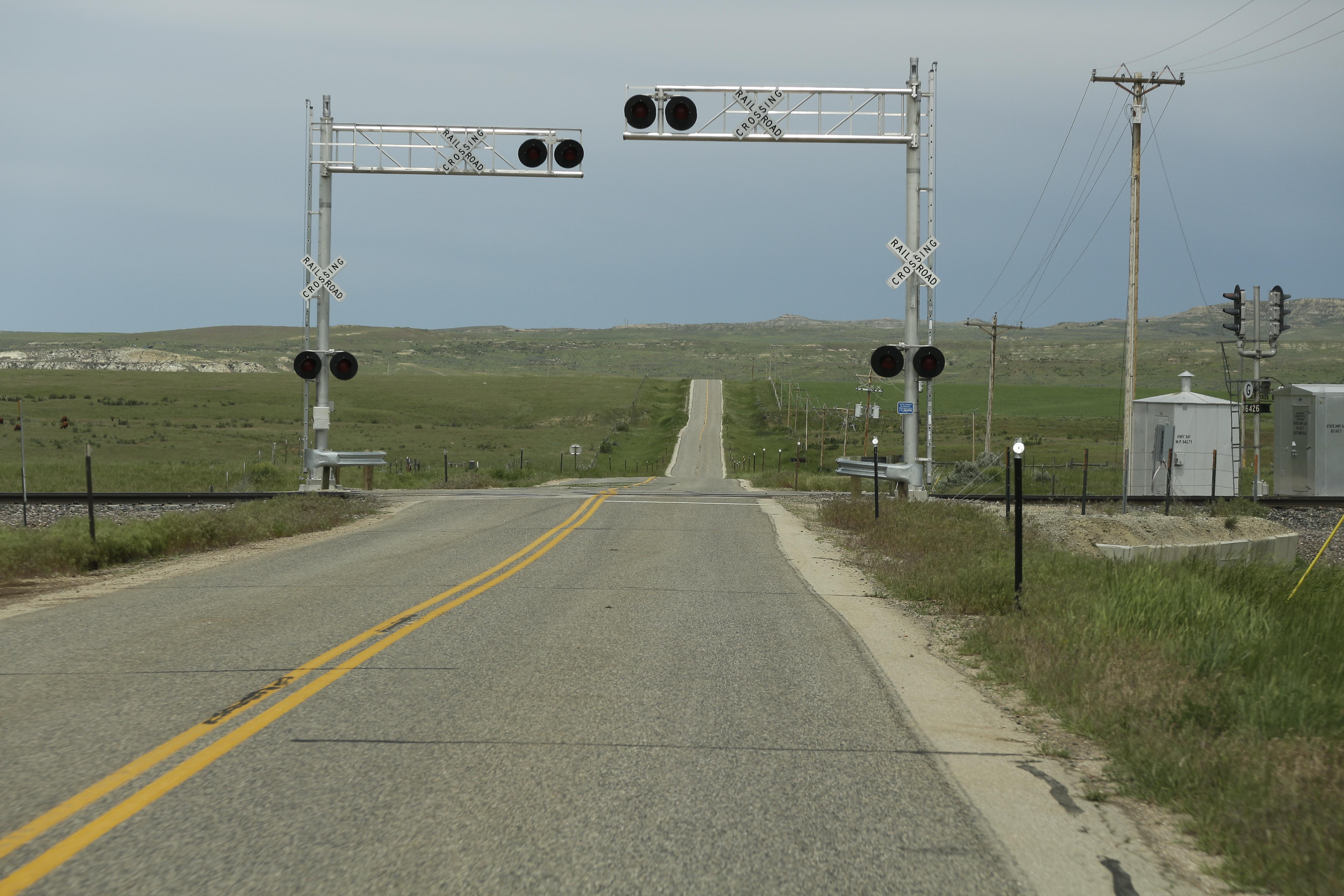 File:Wyoming Highway 341 near a railroad crossing jpg